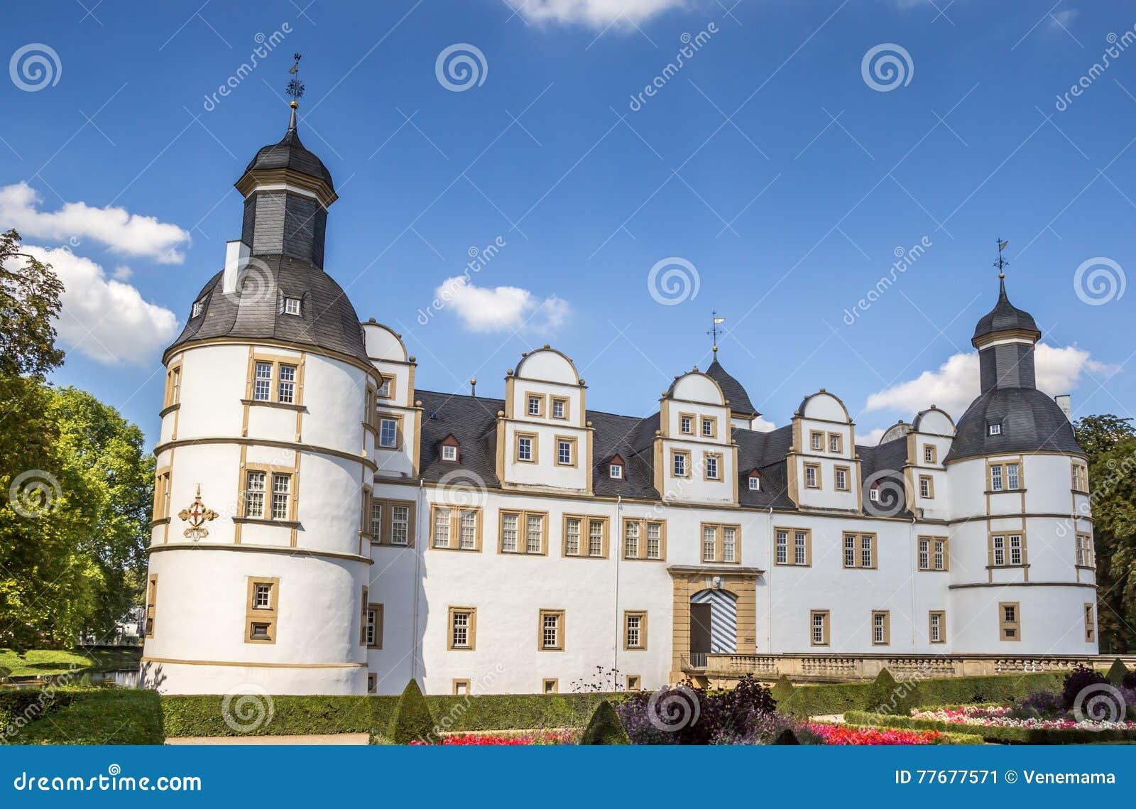 Frente del castillo barroco Neuhaus en Paderborn