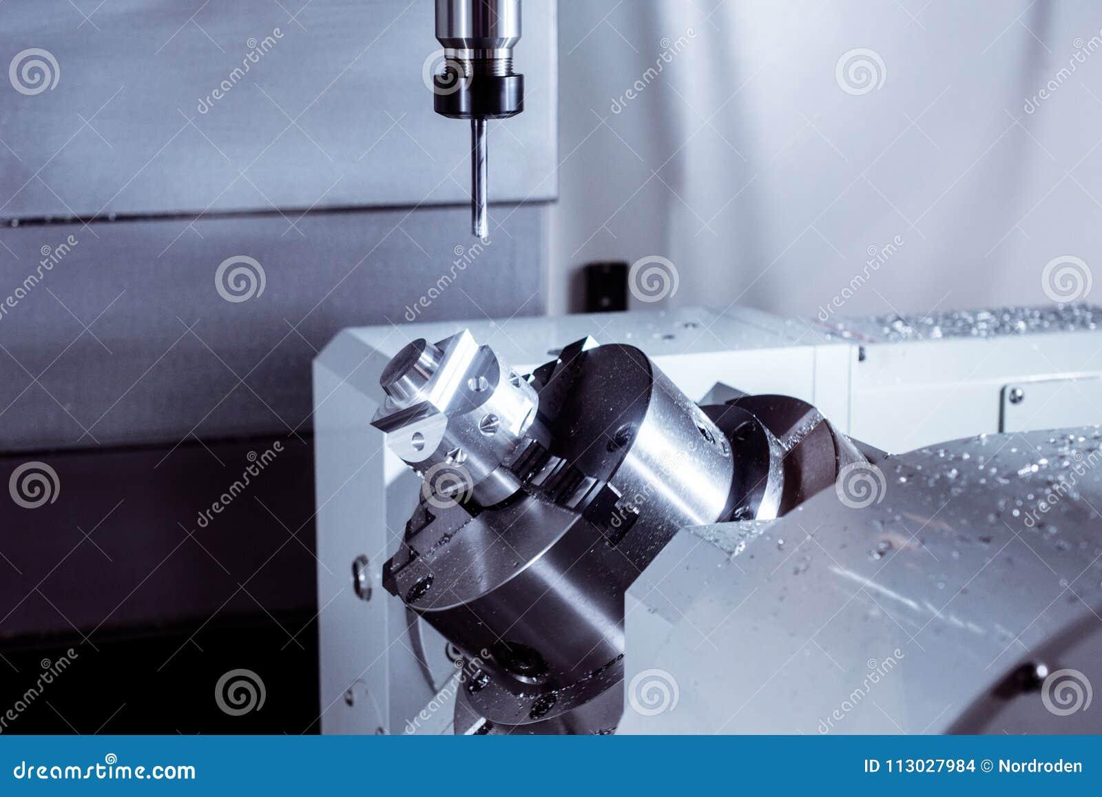 Fresadora del CNC durante la operación