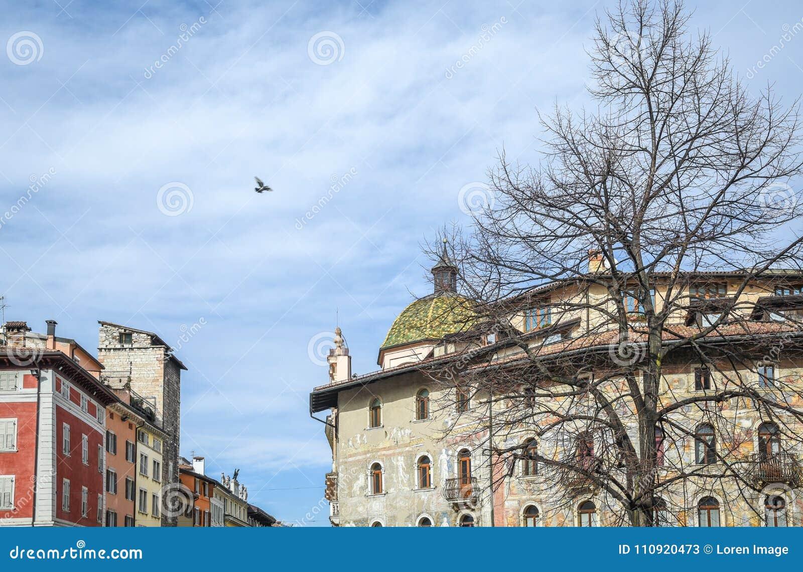 Frescoes på de Cazuffi-Rella husen i Duomo kvadrerar Trento Trentino Alto Adige, Italien