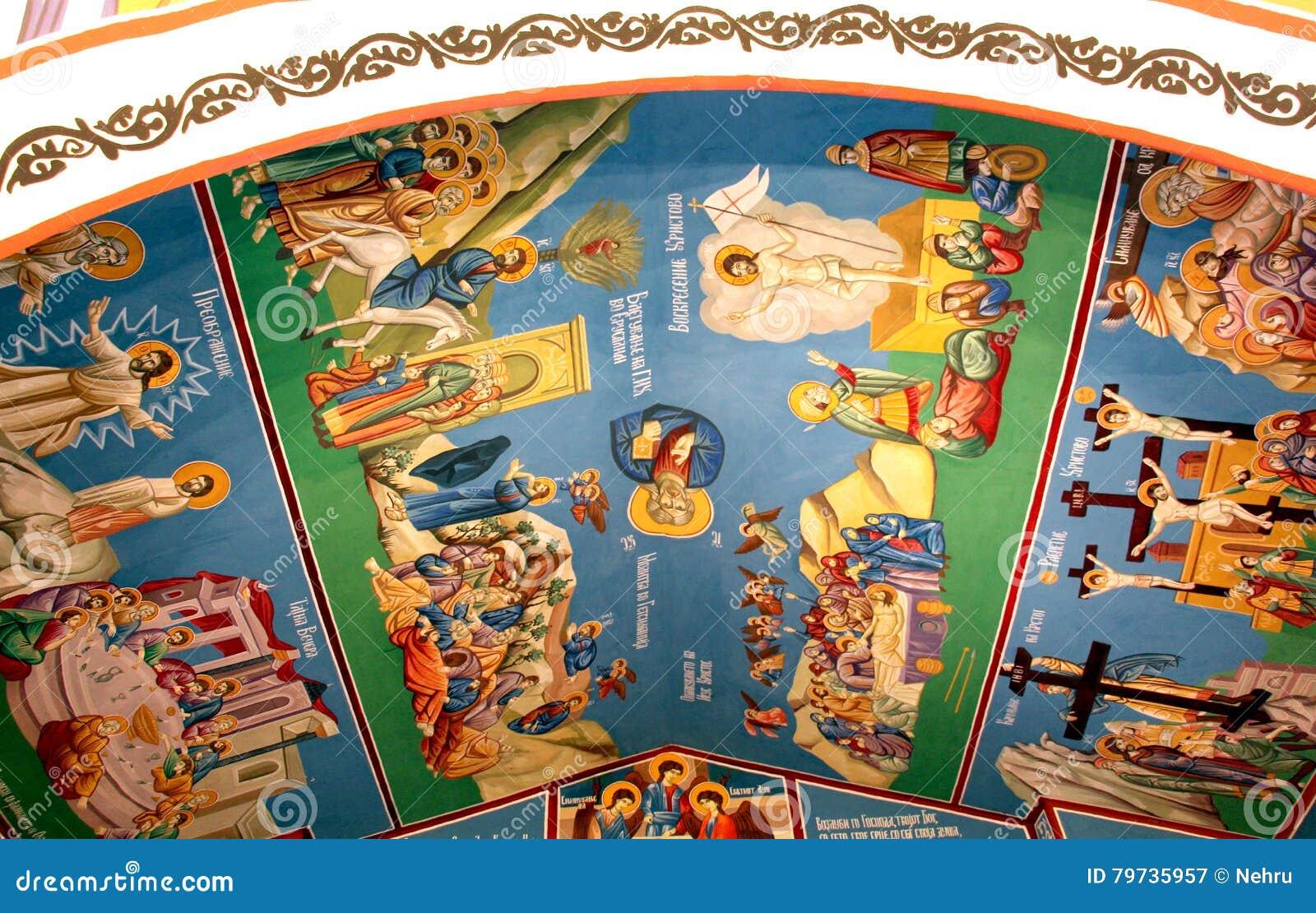 Frescos de un interior de la iglesia ortodoxa en Macedonia
