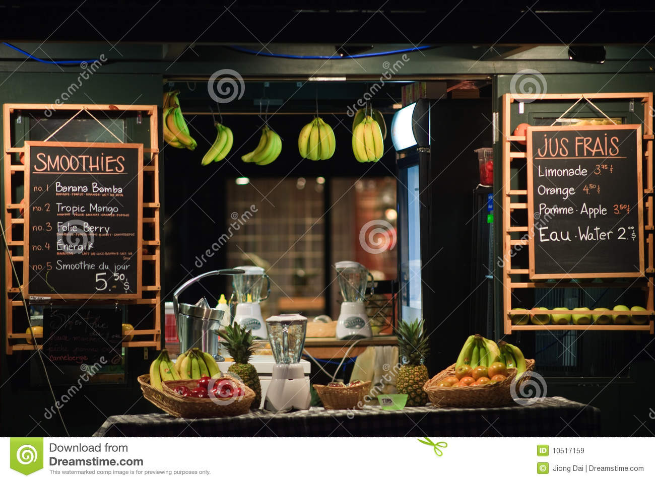 fresh fruit juice shop royalty free stock images