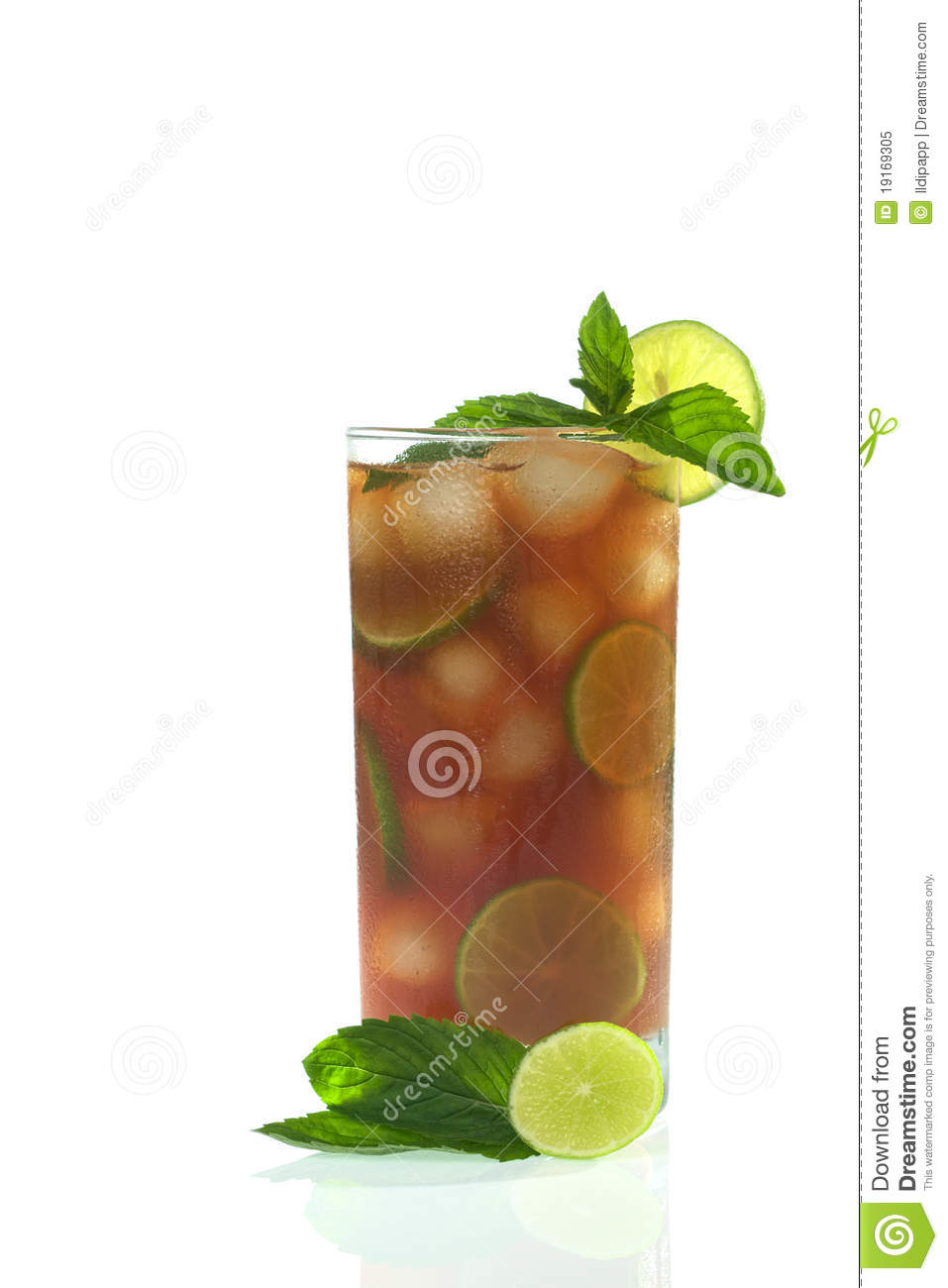 ... tea, ice cubes, lime slices, garnished with fresh mint leaves and lime