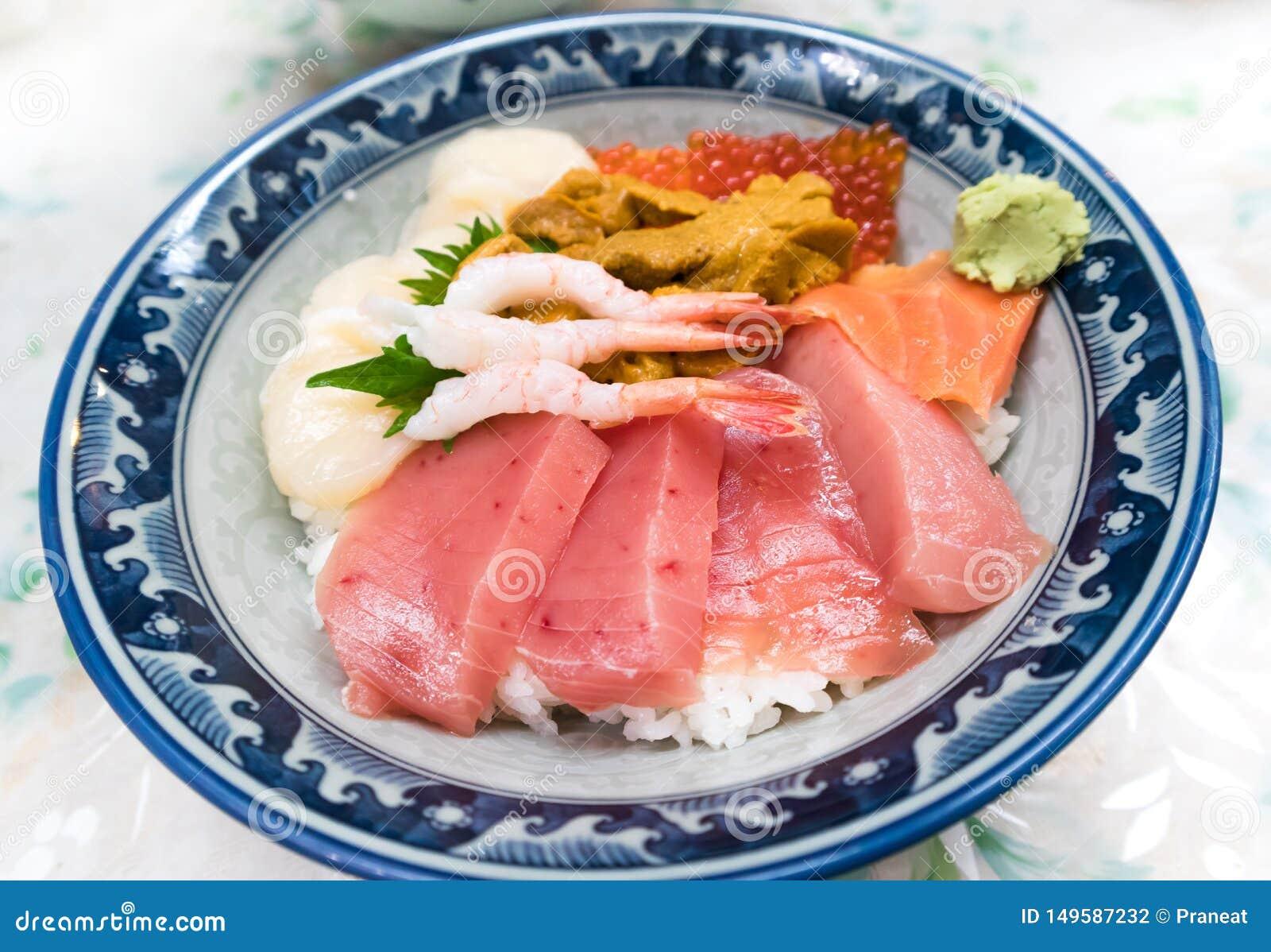 Fresh raw seafood mixed rice bowl Kaisen-don/ Japanese tasty food