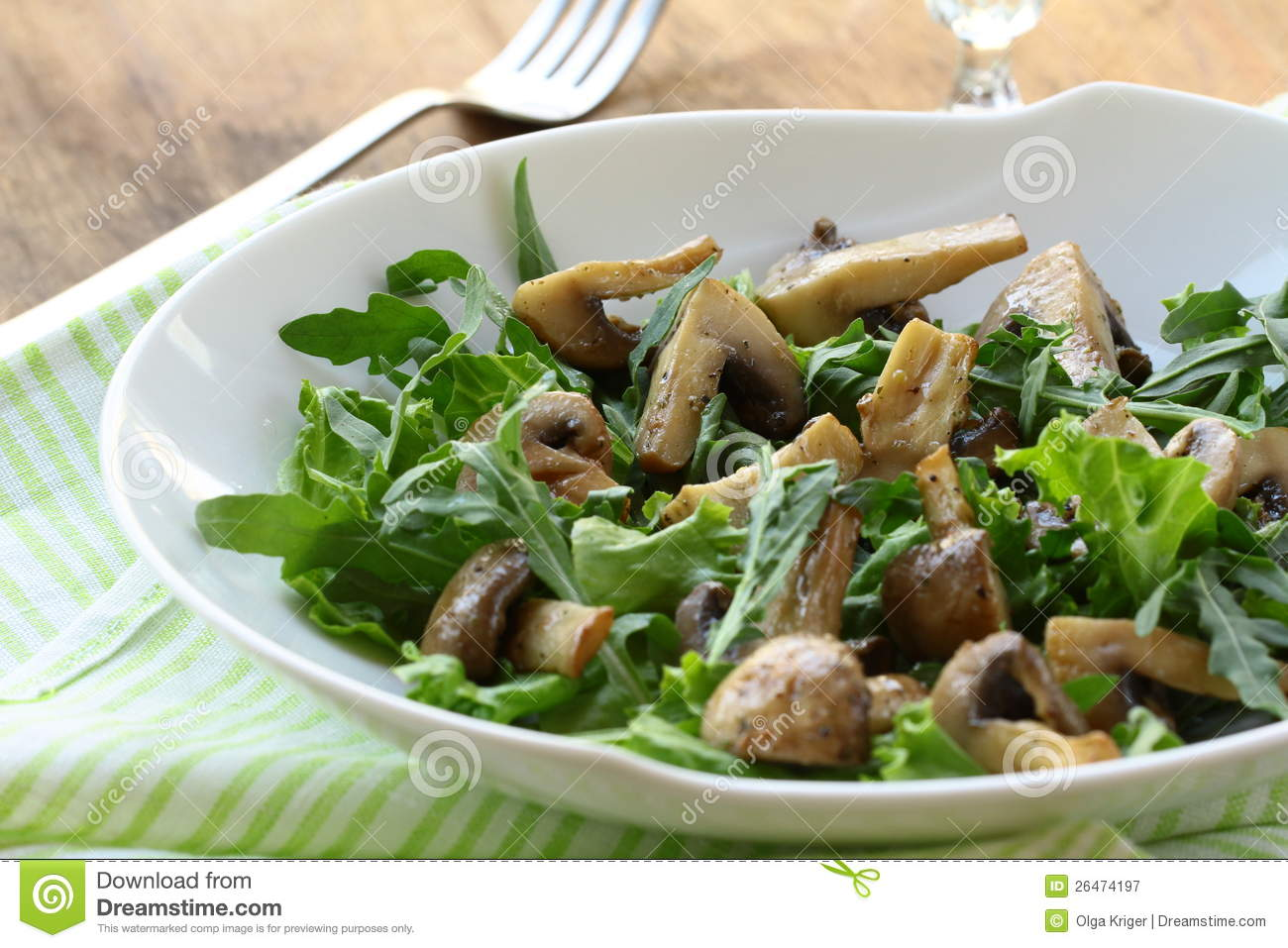 Royalty Free Stock Photography: Fresh salad with grilled mushrooms