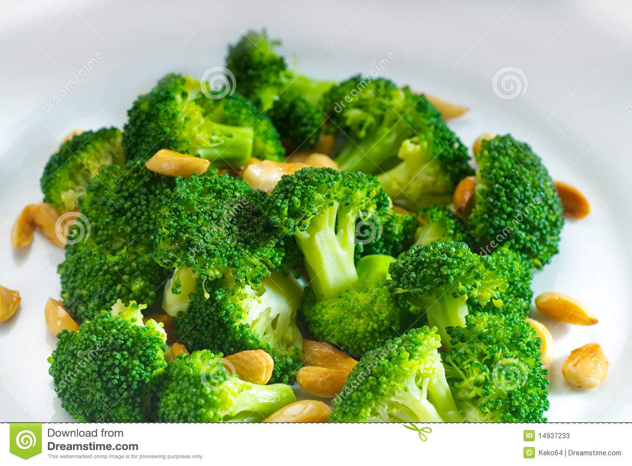Fresh Sauteed Broccoli And Almonds Stock Photos - Image: 14937233