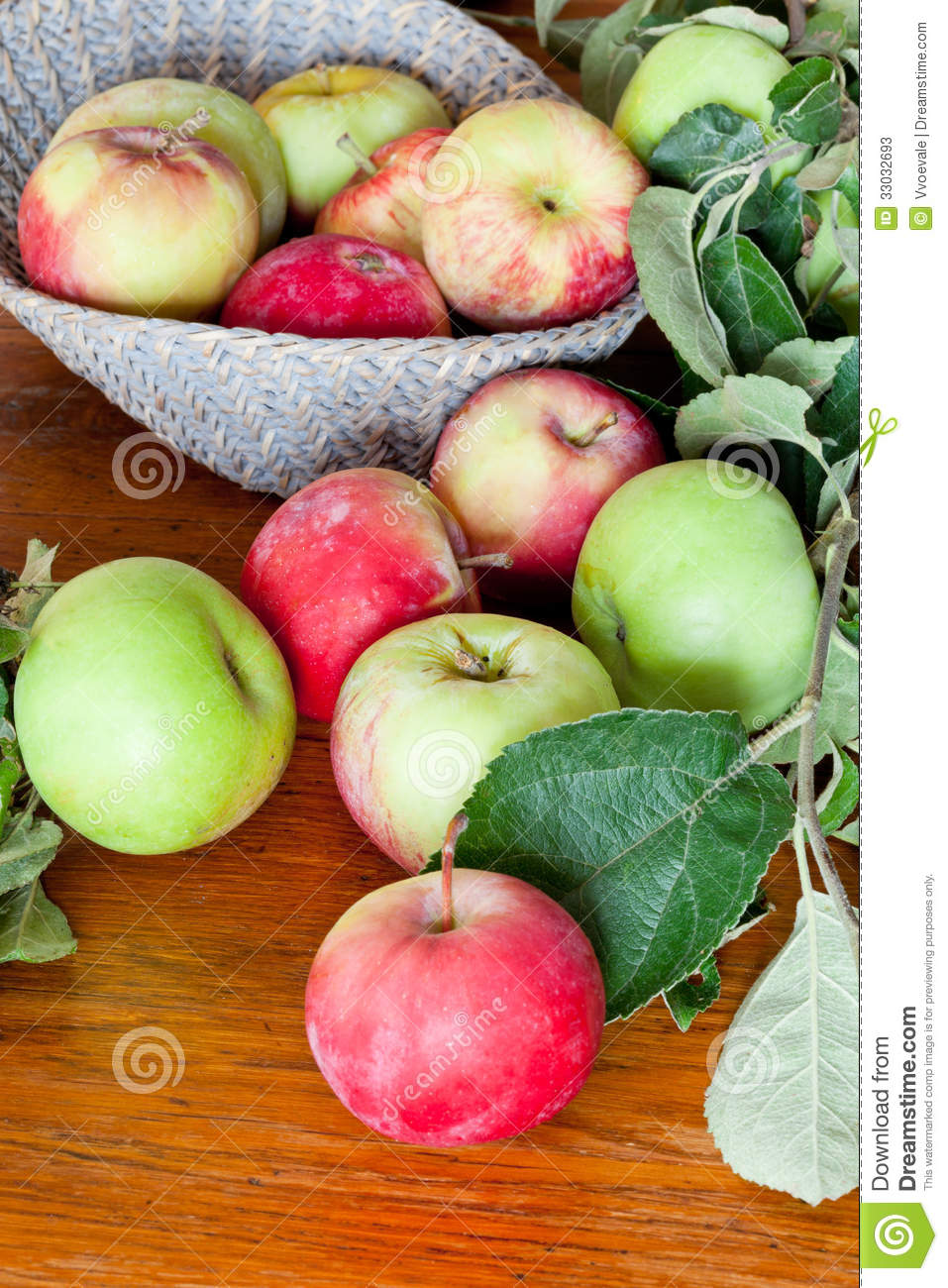 Fresh Summer Apples On Wooden Table Stock Photos - Image ...