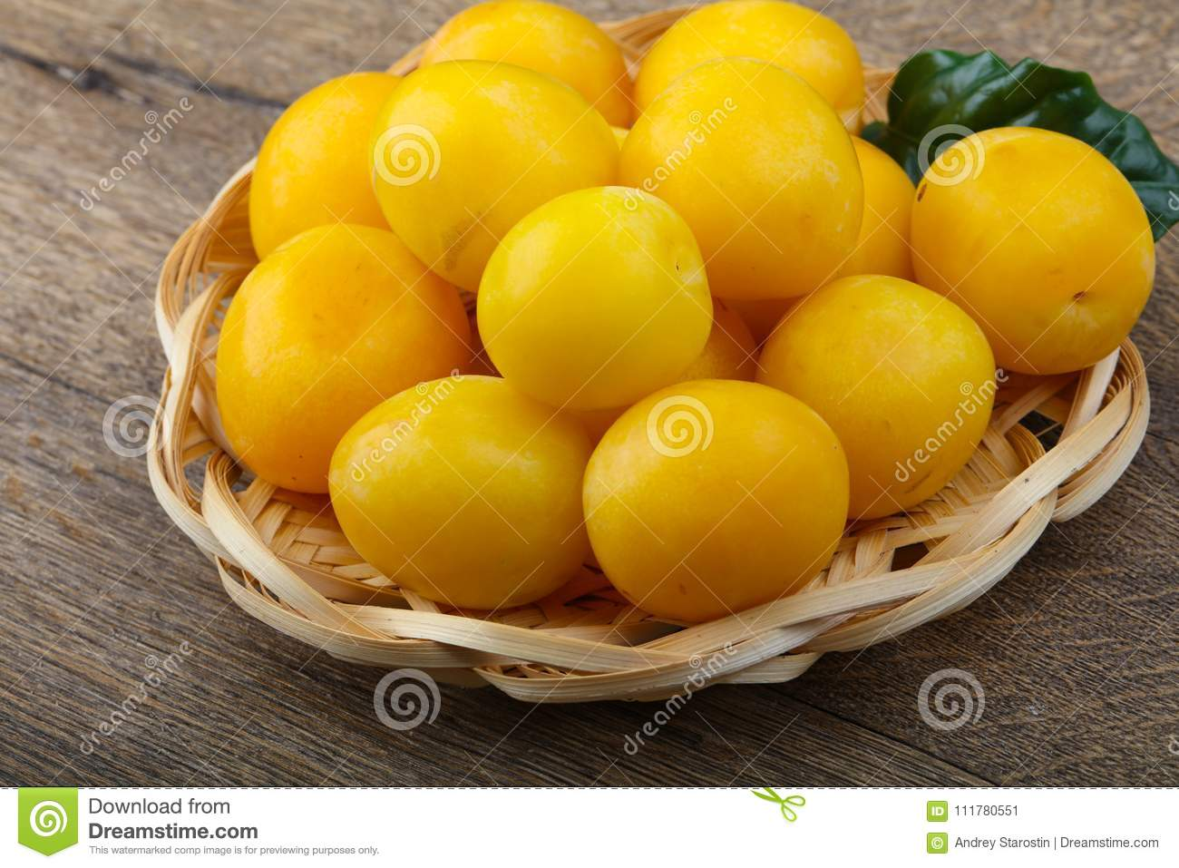 Yellow plums in the bowl
