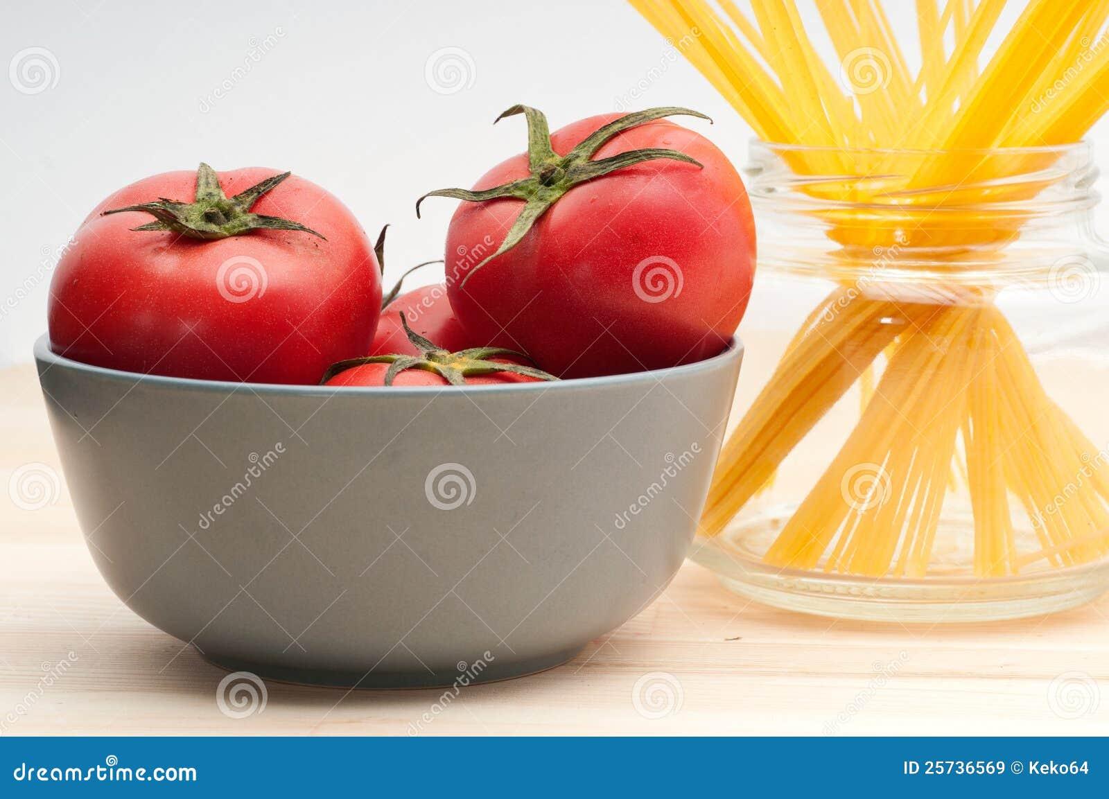 Fresh tomato and spaghetti pasta