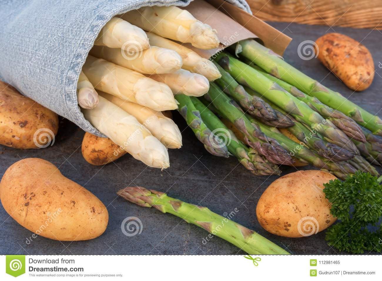 Fresh asparagus with new potatoes