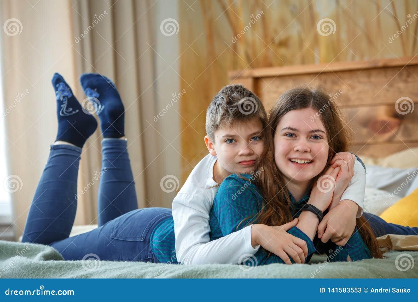 Freundliches family Bruder und Schwester