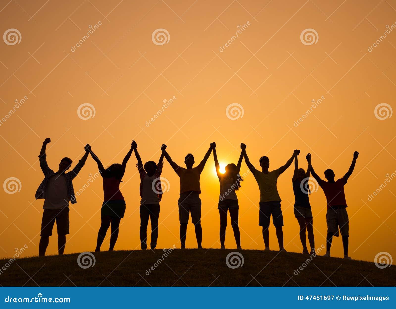 Freundschafts-Leute-Zusammengehörigkeits-Glück-draußen Konzept
