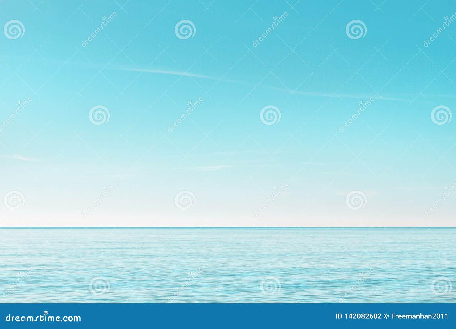 Fridfull seascape i morgonen