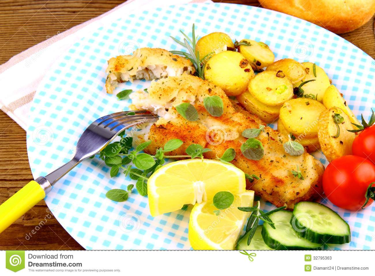 Fried fish fillet with rosemary potatoes and vegetables for Fish with vegetables