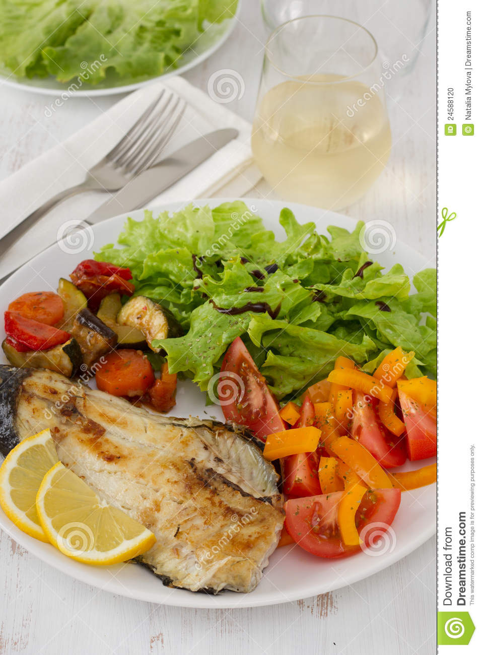 Fried fish with vegetables stock photo image 24588120 for What vegetables go with fish