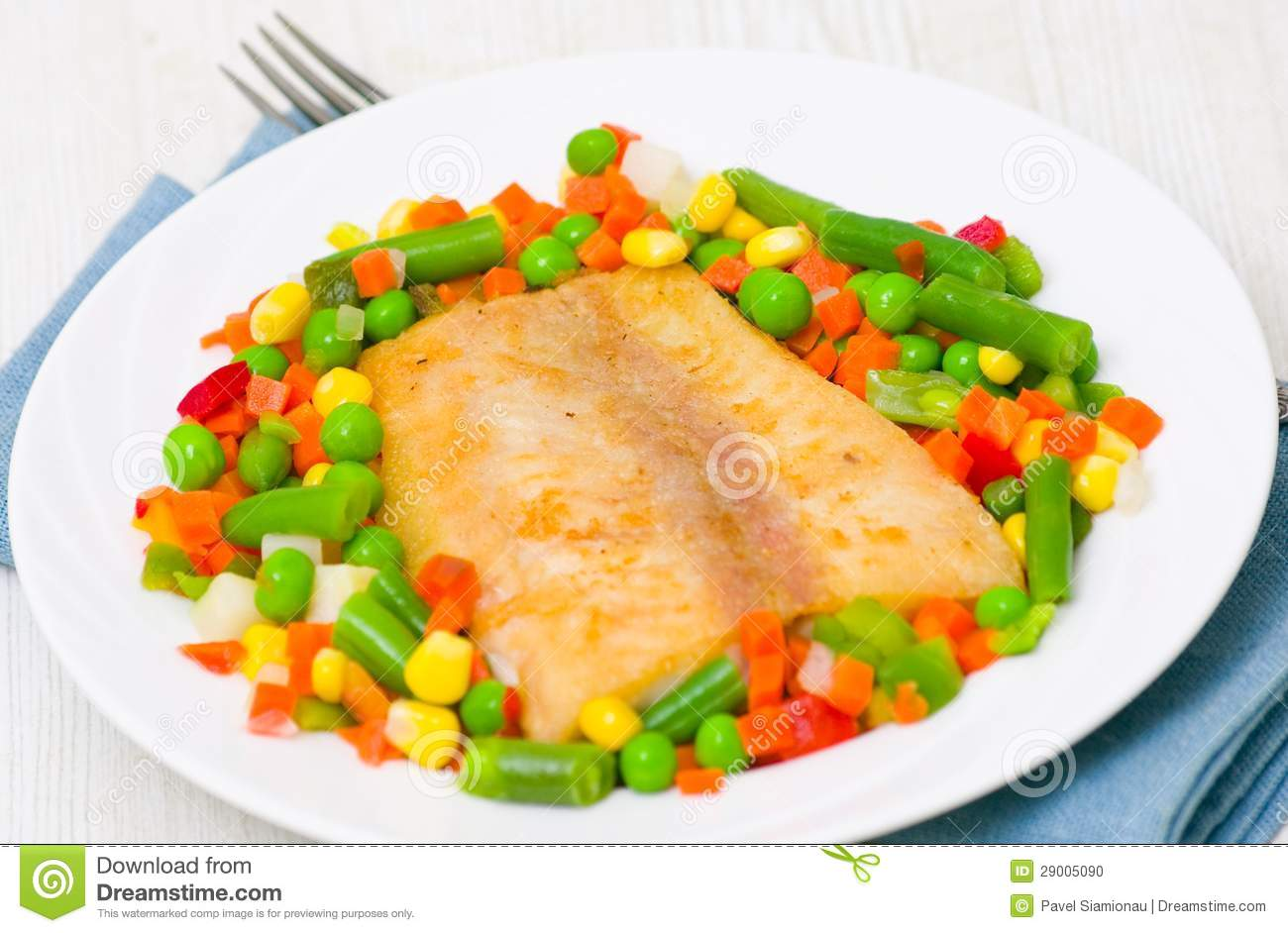Fried fish with vegetables stock photo image 29005090 for What vegetables go with fish