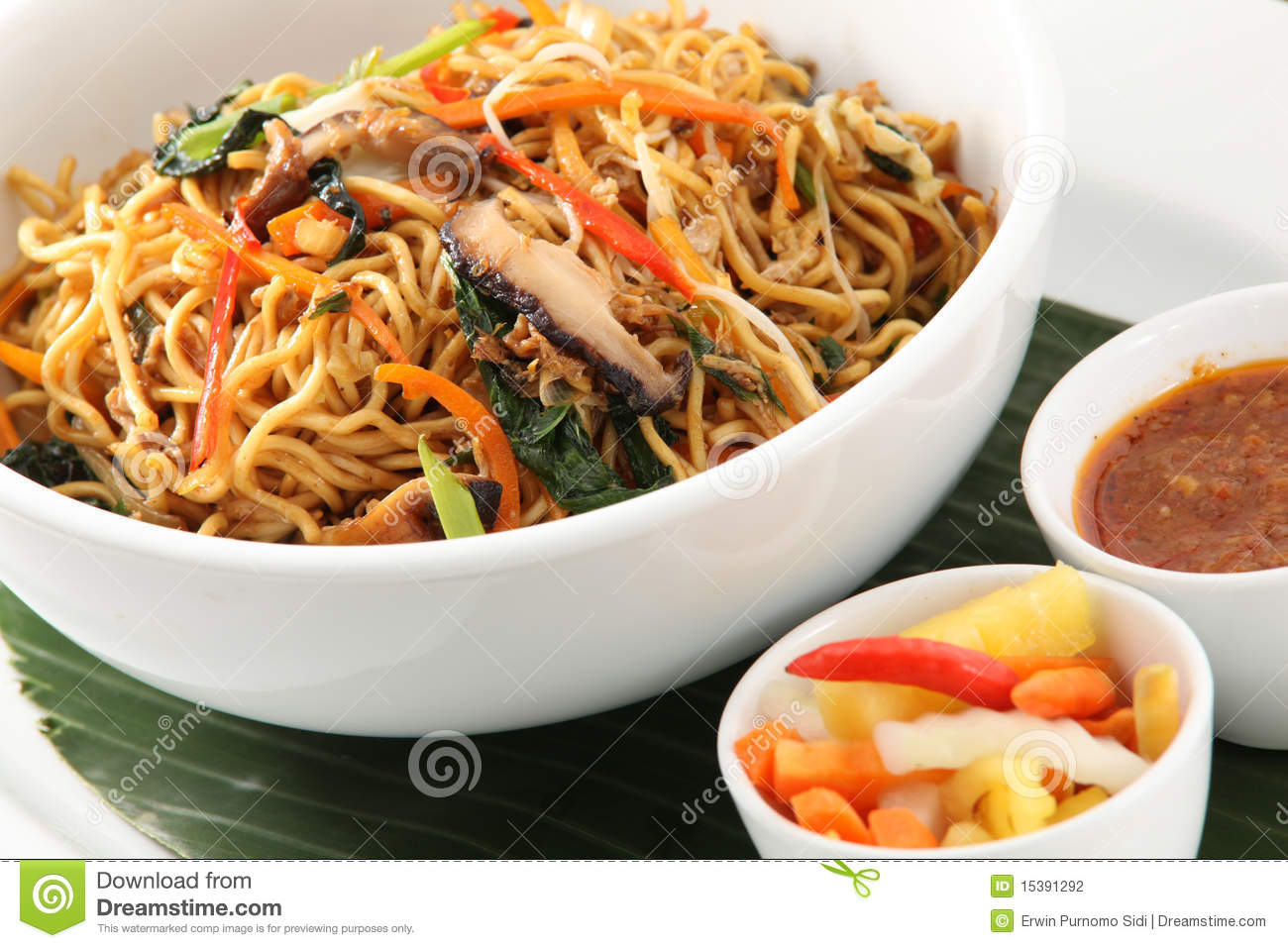 Fried noodle asian food stock photography image 15391292 for About korean cuisine