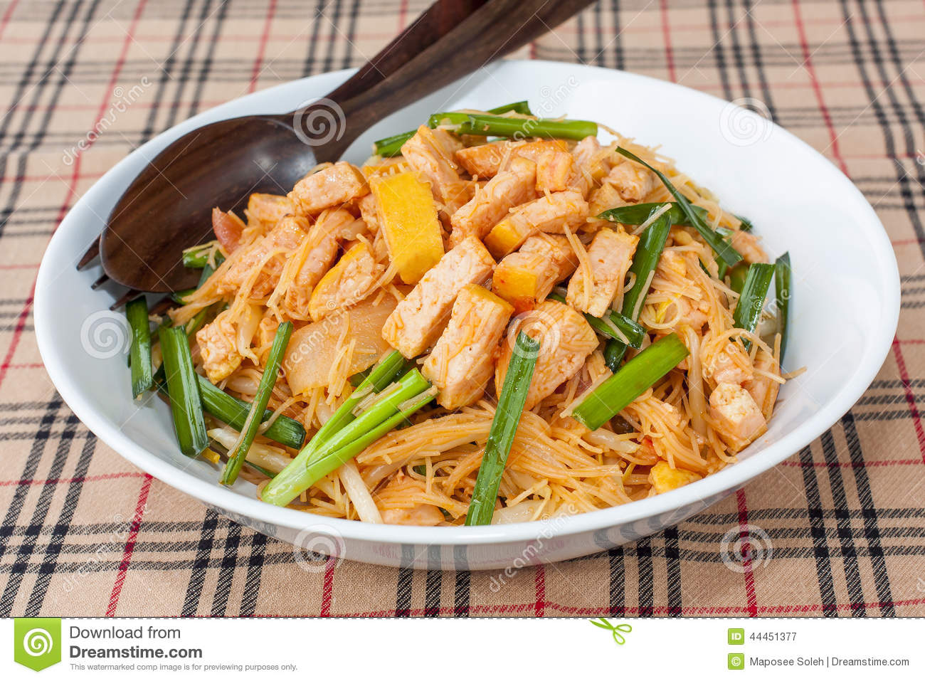 Fried noodles, Stir Fried Noodle with Tofu and Spring onion, Healthy ...