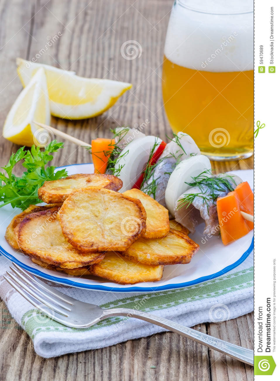 Fried Potato Chips avec des tranches d harengs