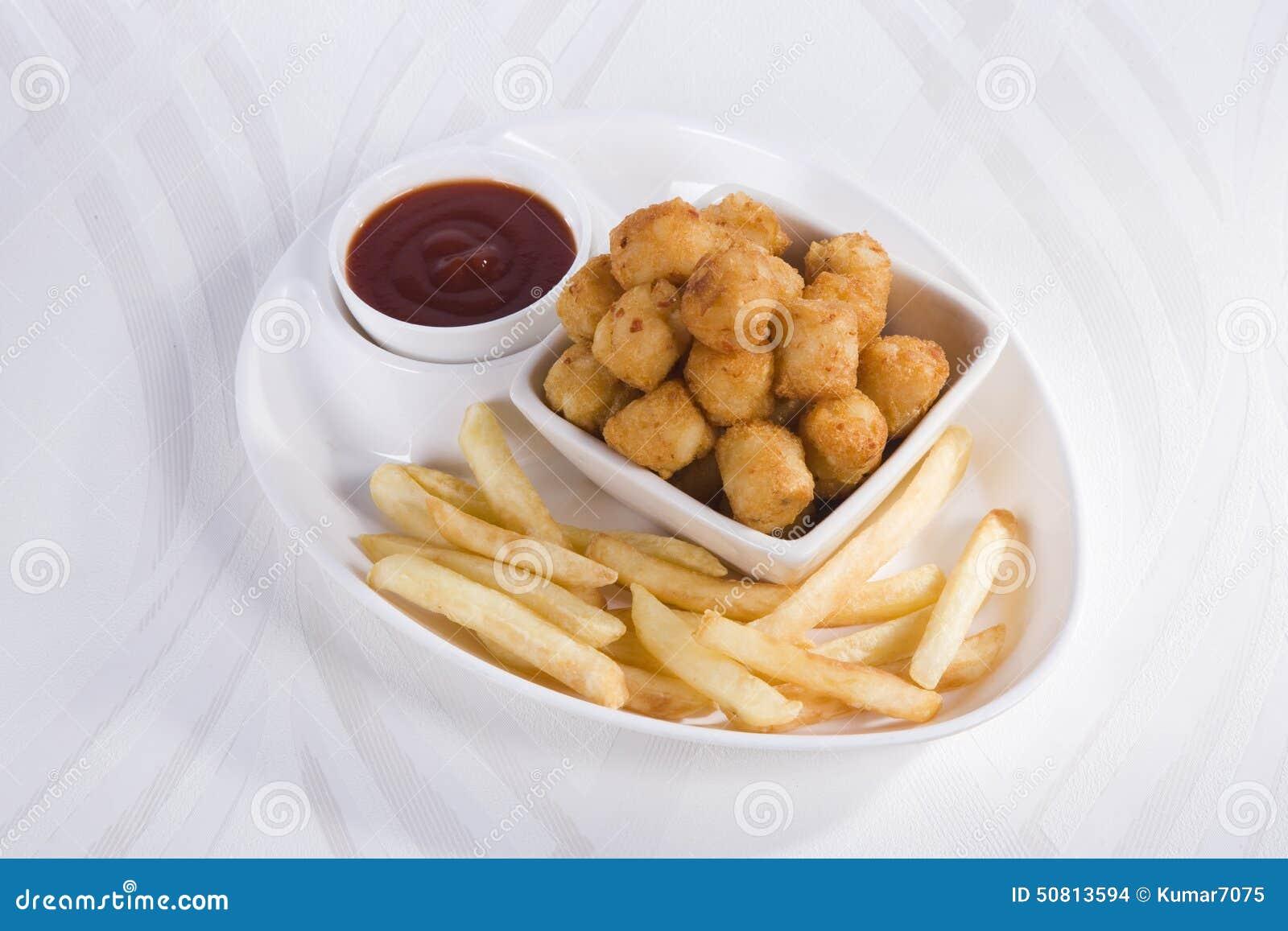 Fried Potato Nuggets avec des pommes frites