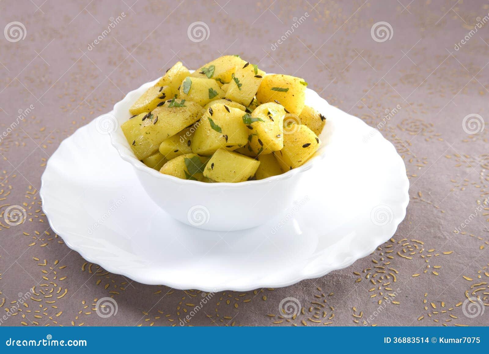 Download Fried Potatoes fotografia stock. Immagine di bianco, piatto - 36883514