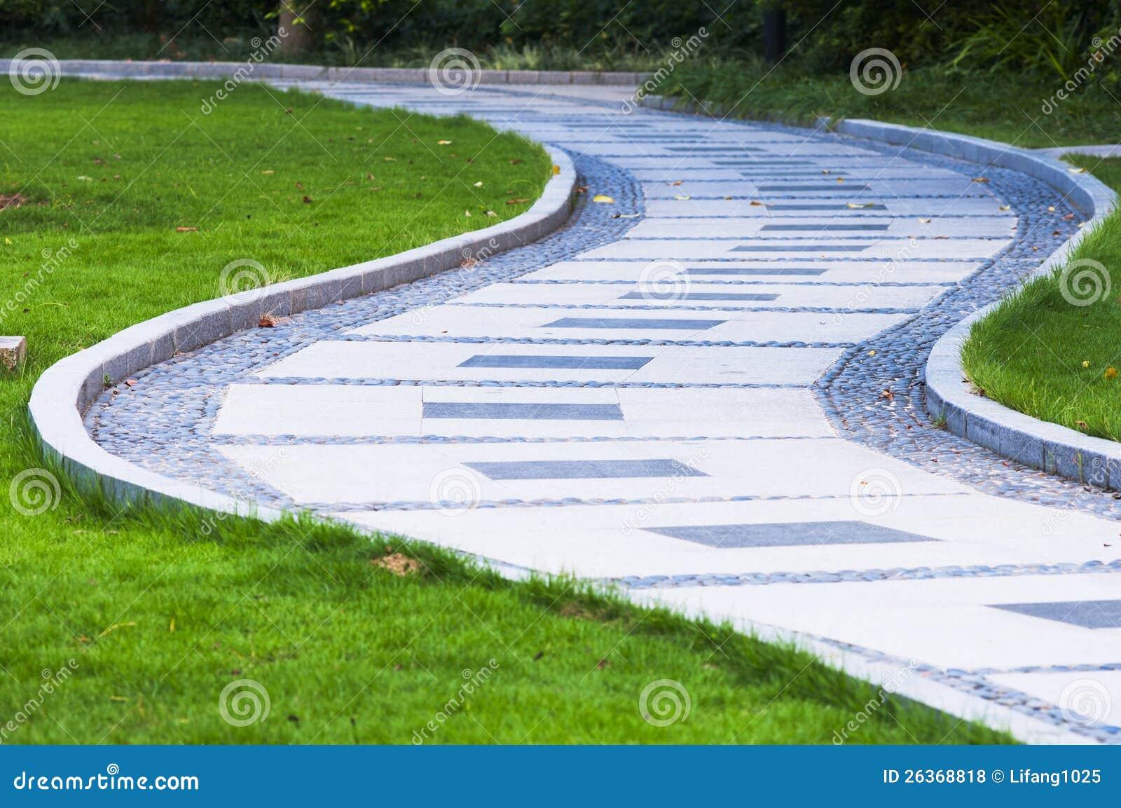Friedensstraße im Park