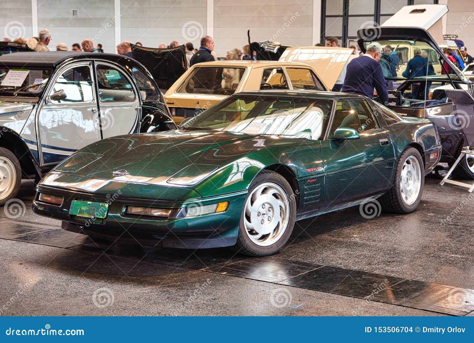 FRIEDRICHSHAFEN - MAI 2019 : coupé 1995 vert-foncé de CHEVROLET CORVETTE C4 aux classiques Bodensee de Motorworld le 11 mai 2019