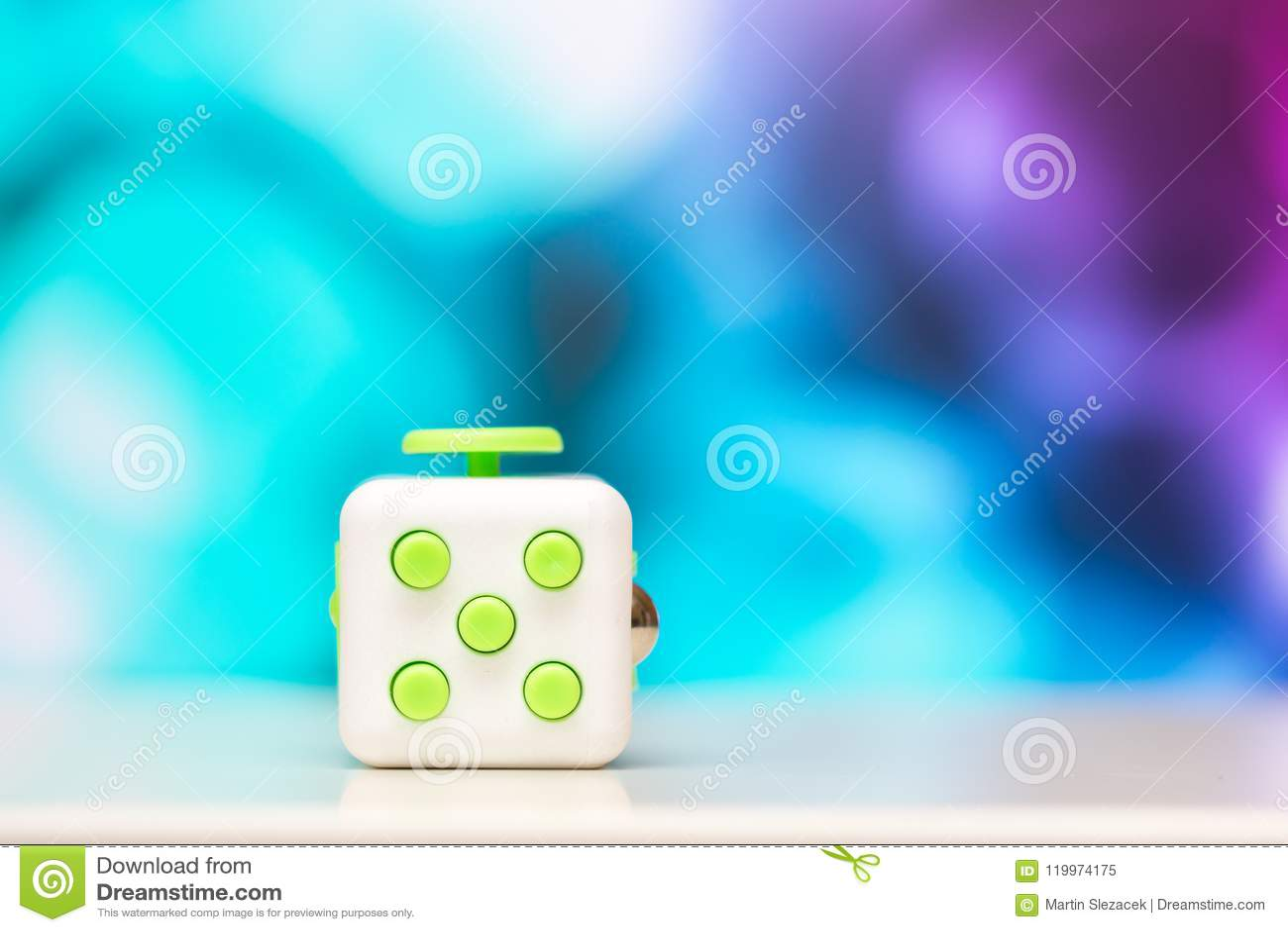 Friemel kubus antispanningsstuk speelgoed Het detail van het stuk speelgoed van het vingerspel wordt gebruikt die voor ontspant G