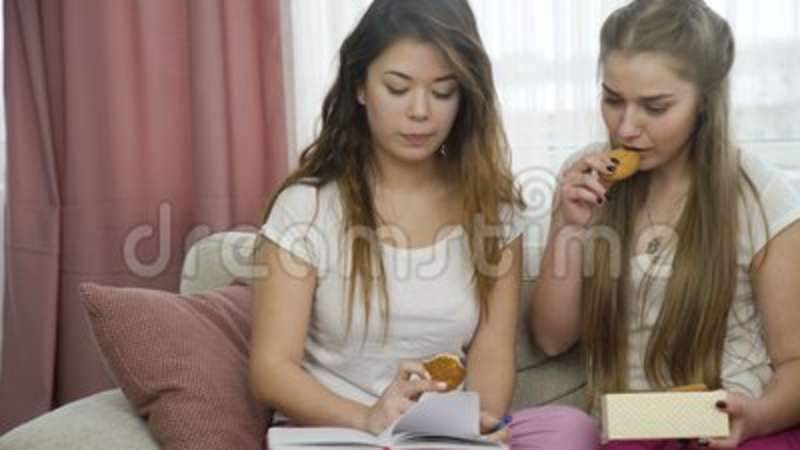 girls looking to chat
