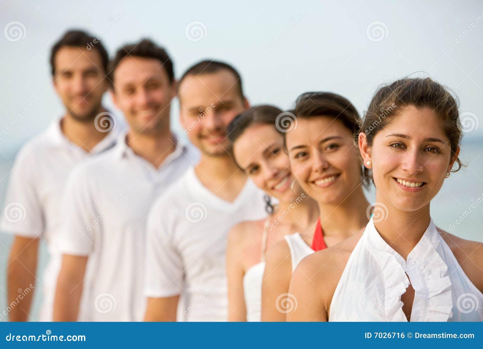 Счастливый парень с тремя девушками 5 фотография
