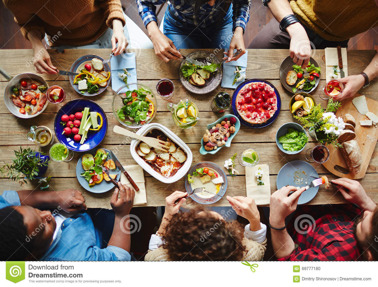 Friends Dining Stock Photo Image 69777180 : friends dining group young people eating dinner 69777180 from www.dreamstime.com size 1300 x 987 jpeg 277kB