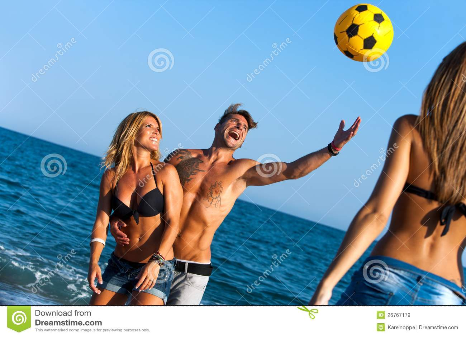 Рассказы секс втроём на пляже, Свингеры рассказы -историй. Читать порно онлайн 25 фотография