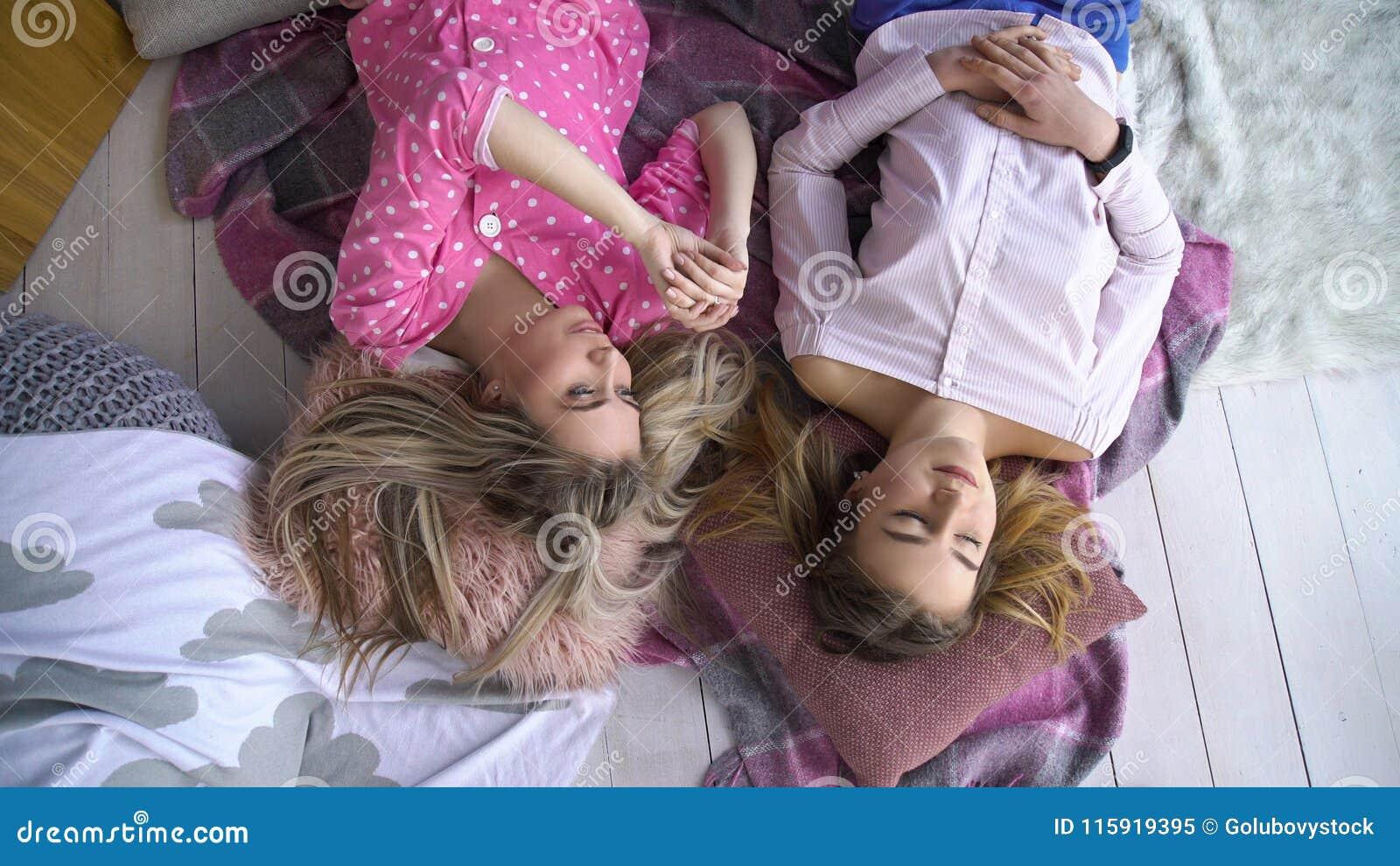 girls sharing their Bff