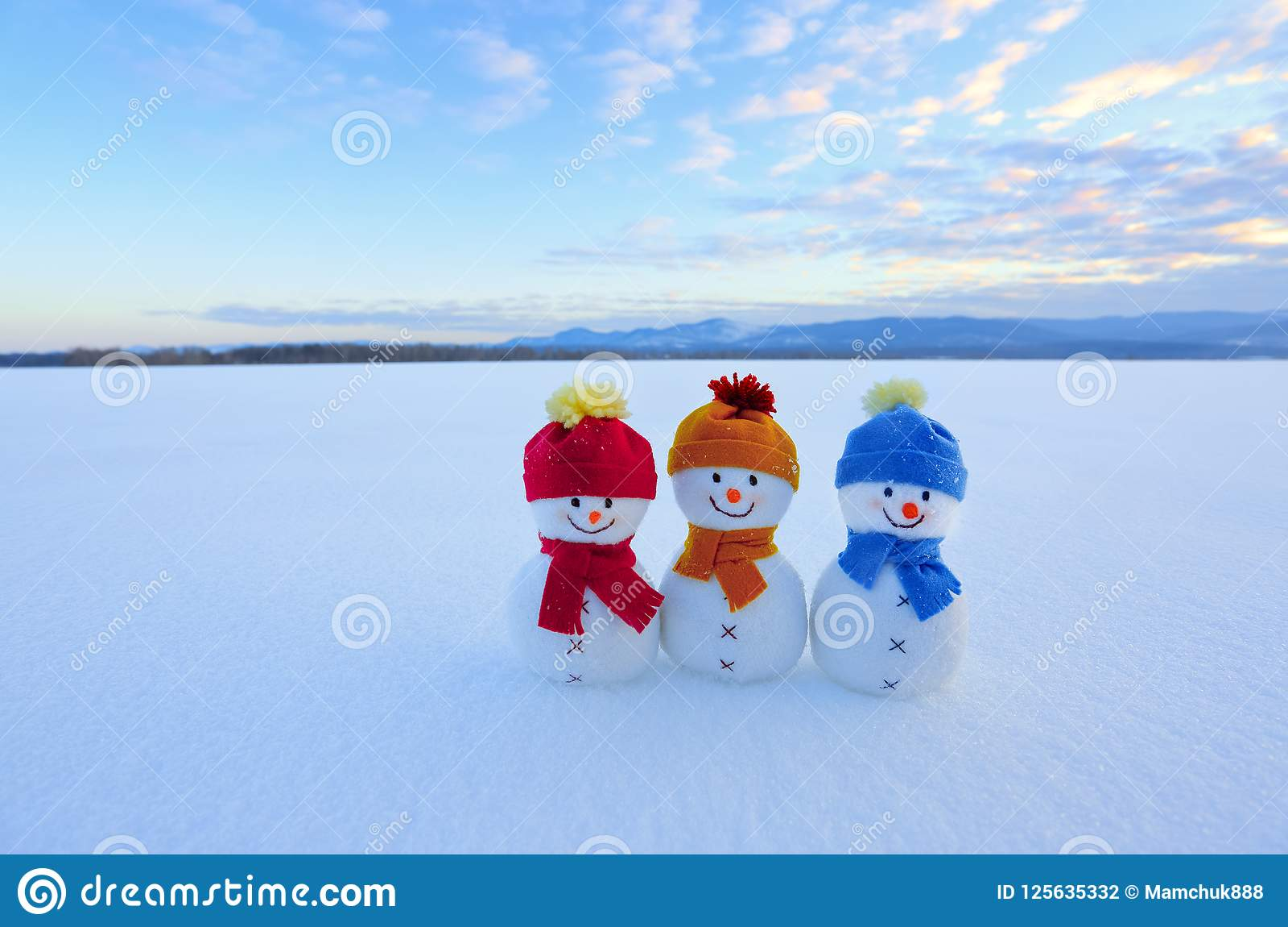 140d69fdfb18b Friends Snowman In Red
