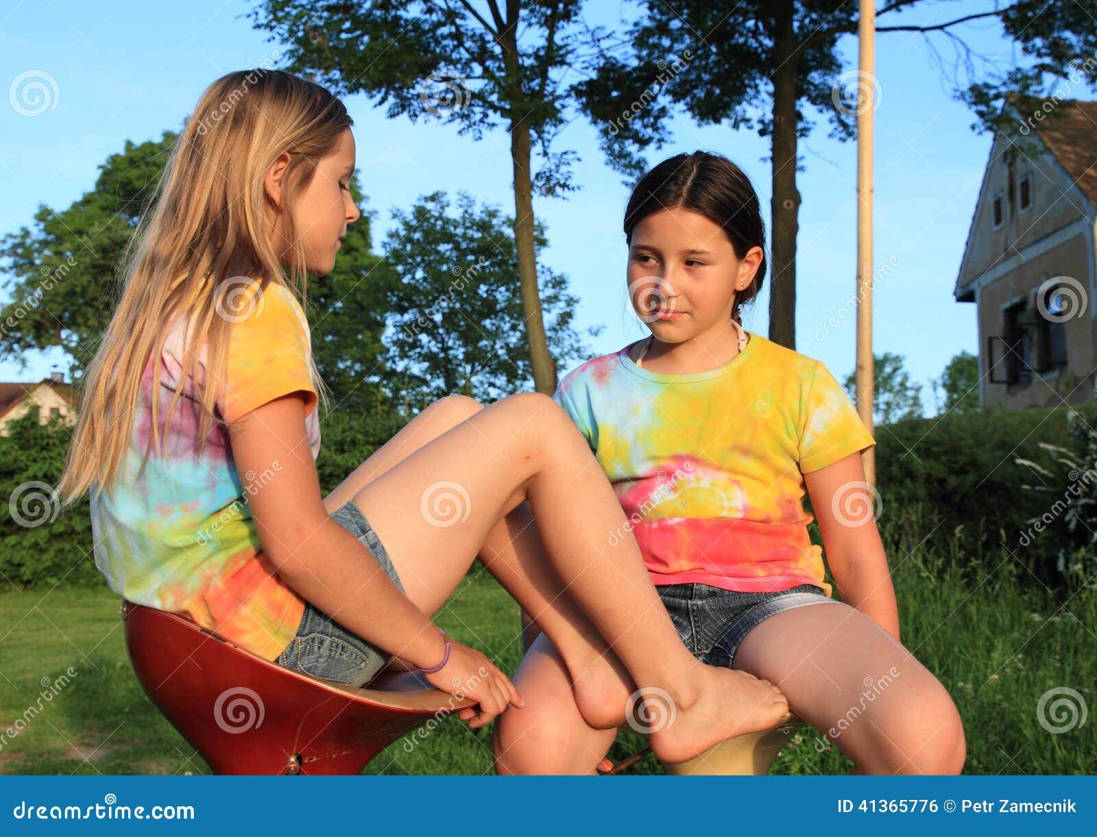 Candid brunette feet and legs in flip flops starbucks 8