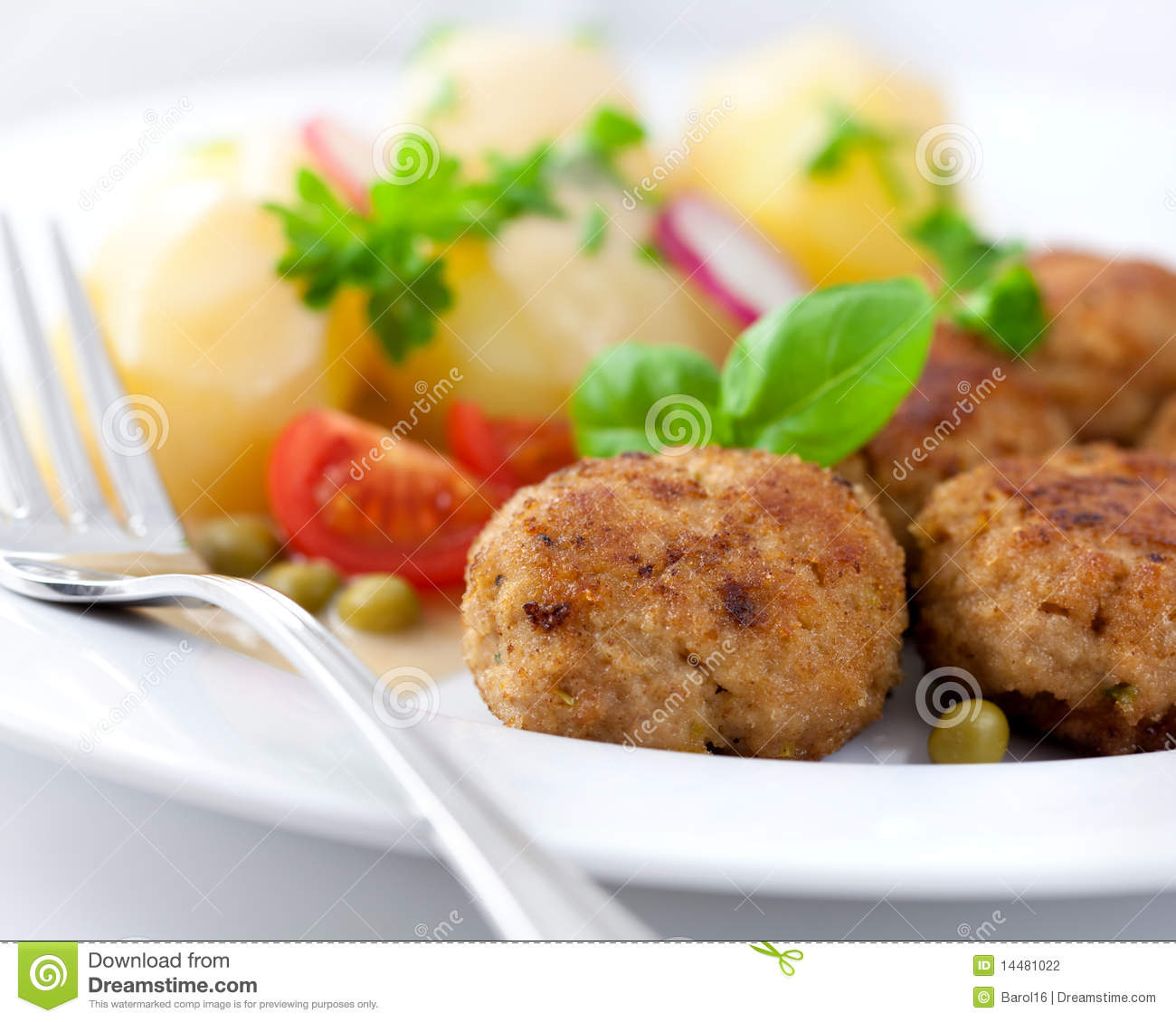 Frikadellers with potatoes