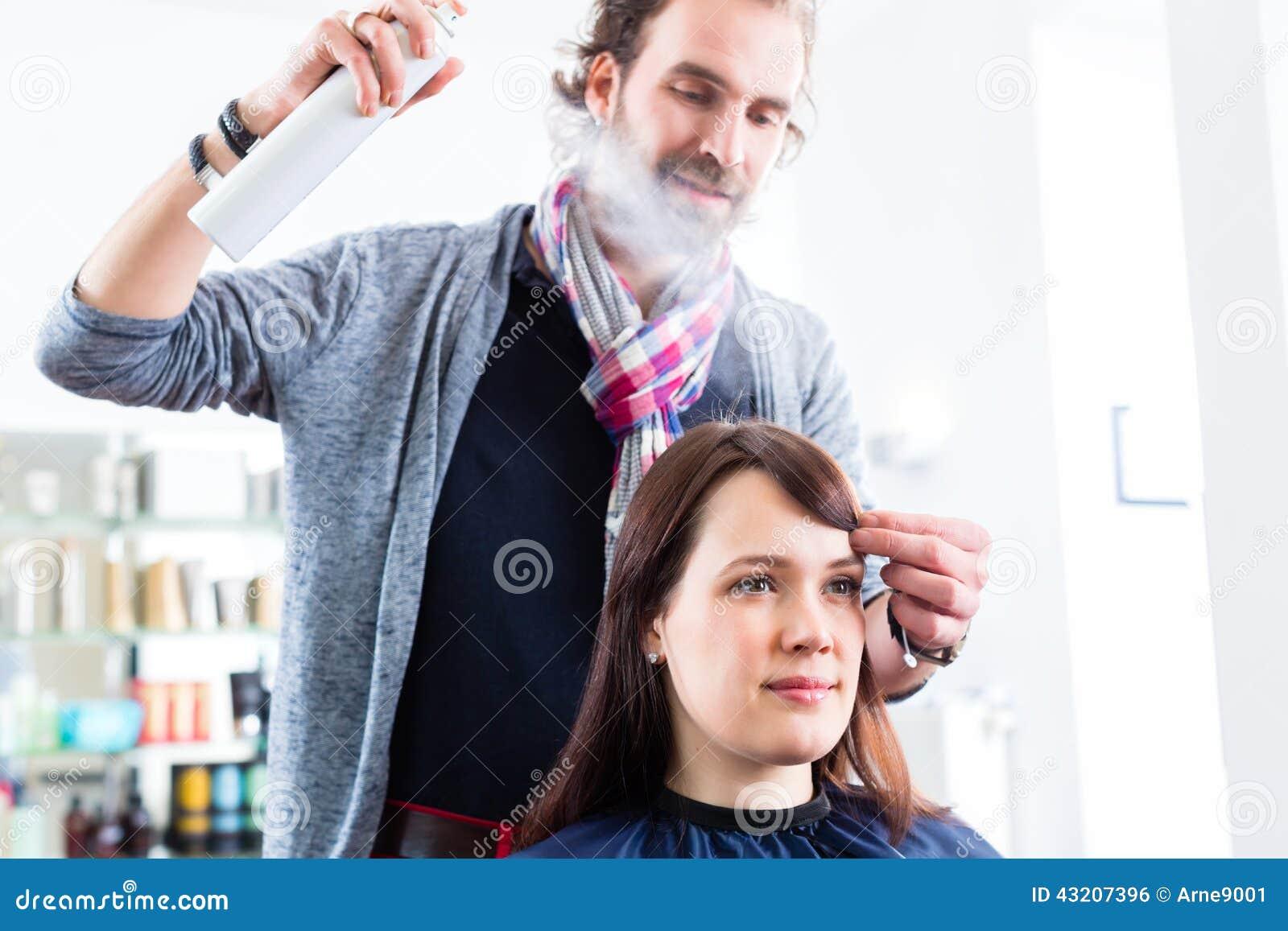 Download Frisören Som Utformar Kvinnahår Shoppar In Arkivfoto - Bild av hår, yrke: 43207396