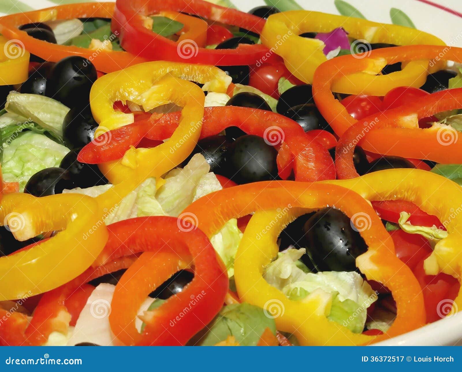 Frisch Zubereiteter Garten-Salat Mit Geschnittenem Grünem Pfeffer ...