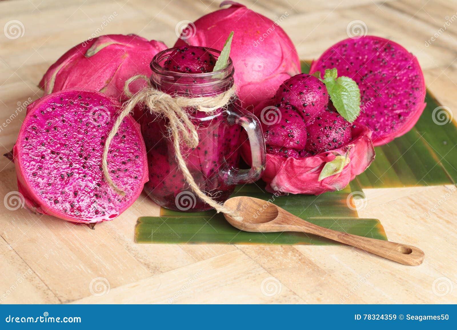 Frische Drachefrucht organisch mit dem Smoothie geschmackvoll