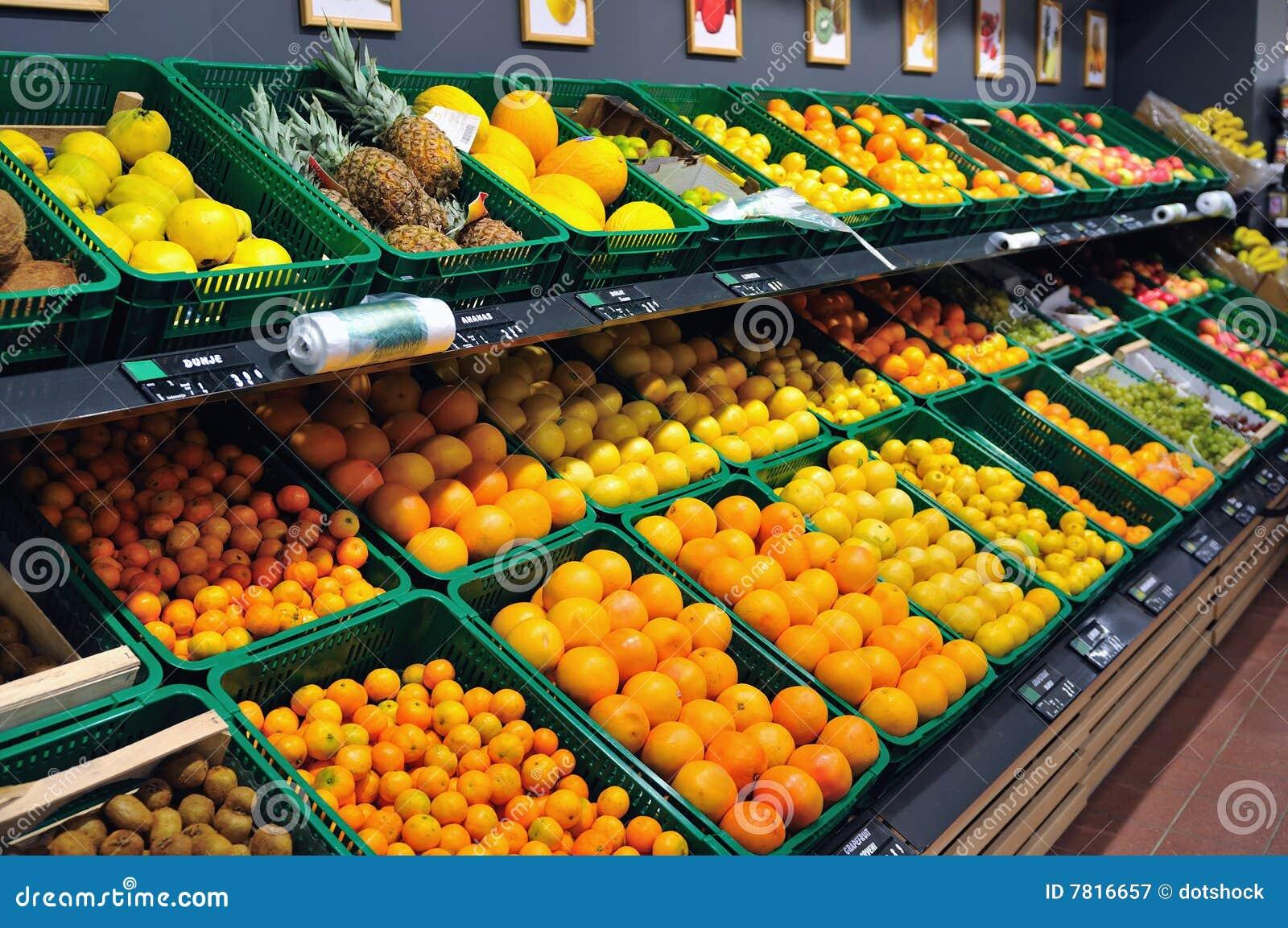 frische fr chte im supermarkt stockbild bild von erzeugnis lebensmittelgesch ft 7816657. Black Bedroom Furniture Sets. Home Design Ideas