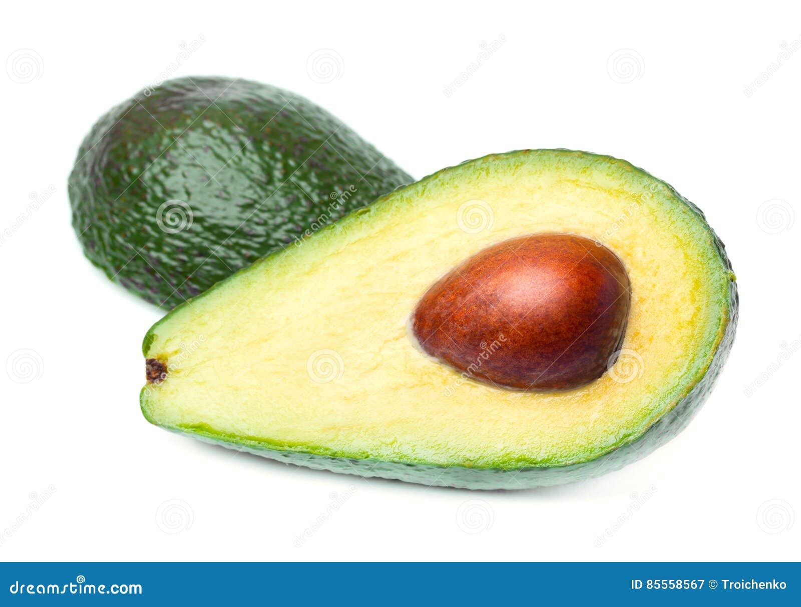 Frische reife Avocado mit den Grünblättern lokalisiert auf Weiß