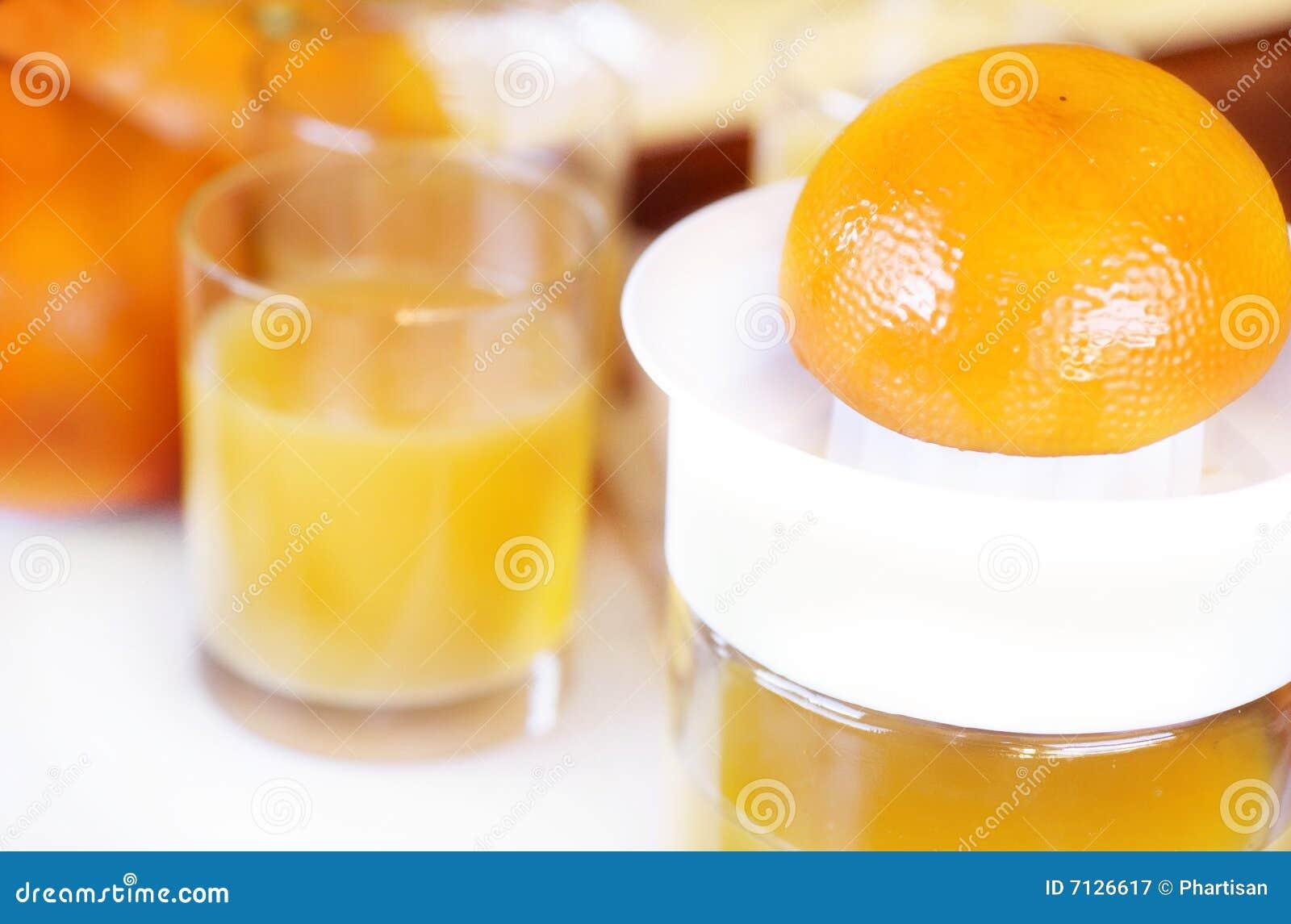 Frischer zusammengedrückter Orangensaft