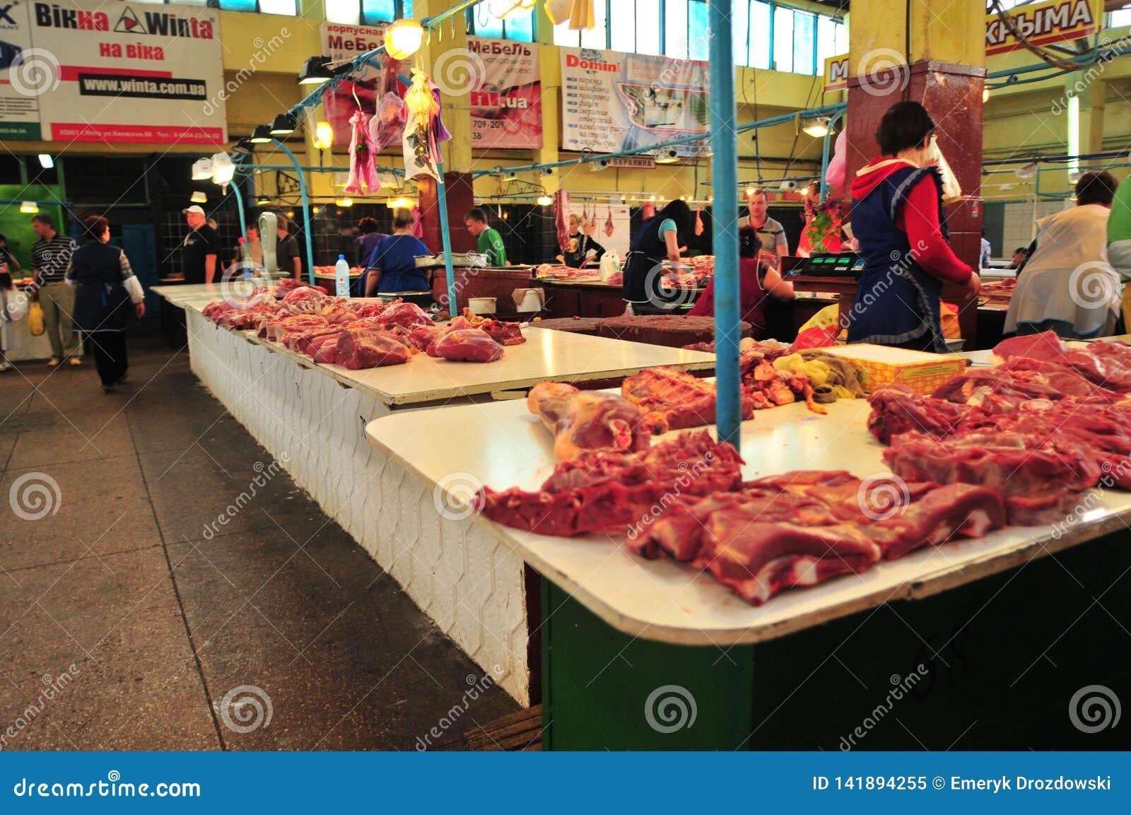 Frischfleisch, das an Simferopol-Markt verkauft wird Krim, Ukraine