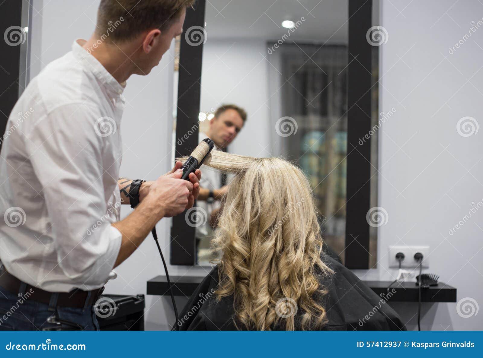 Friseur Styling Womans Haar Stockbild - Bild von trocknen, schön ...