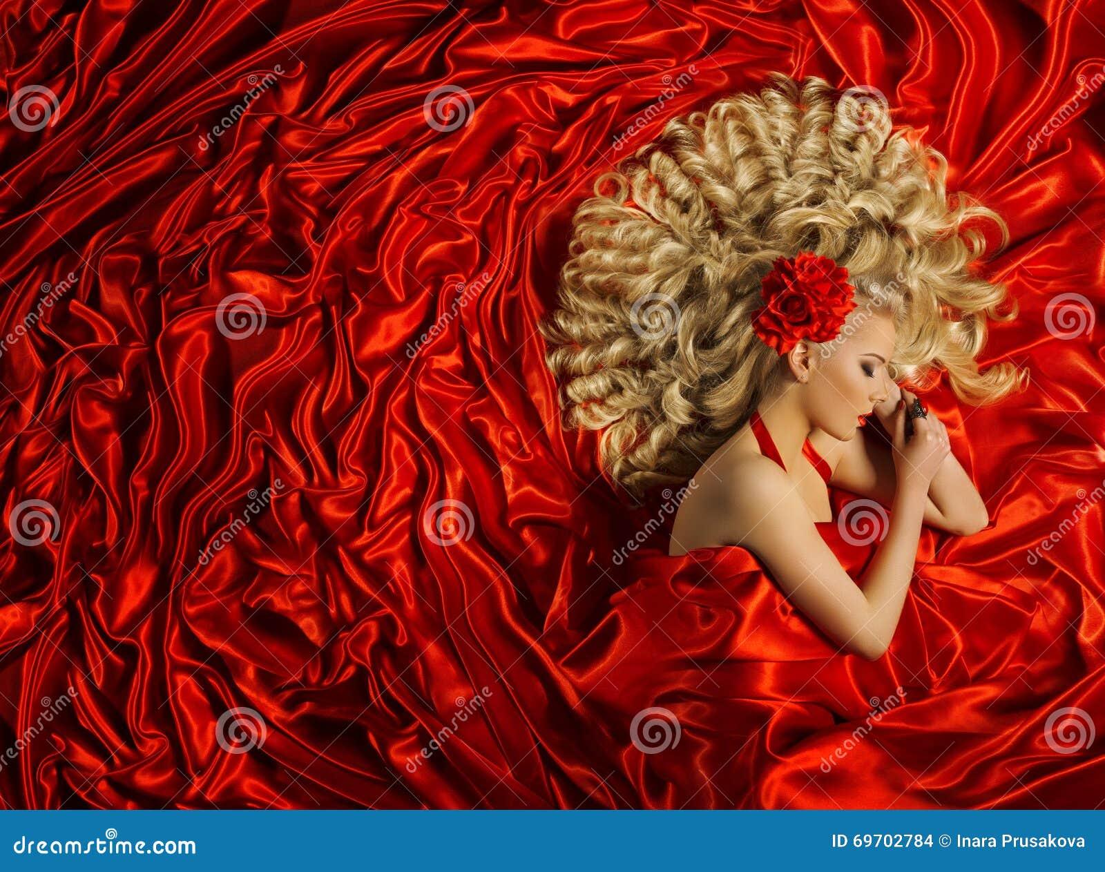 Frisur, Frauen-gelockte Frisur, Mode-Modell Curl Hair, rot