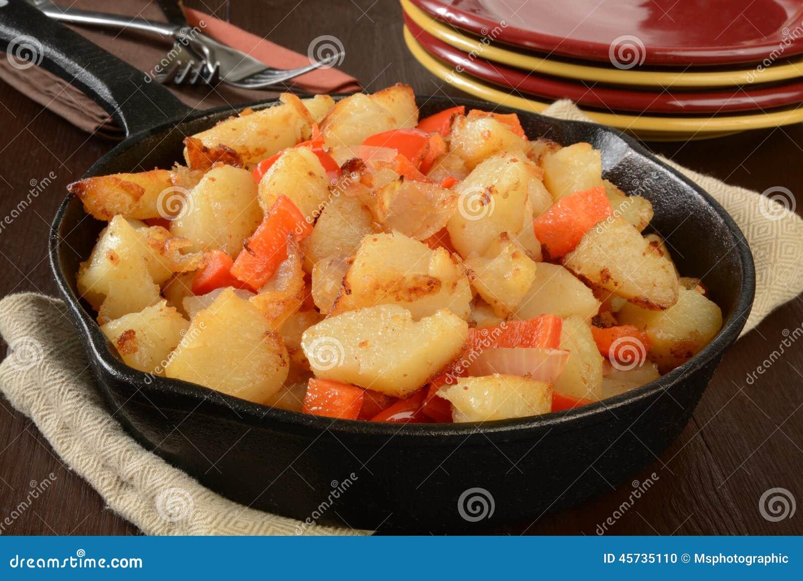 Fritadas del hogar con pimientas y cebollas