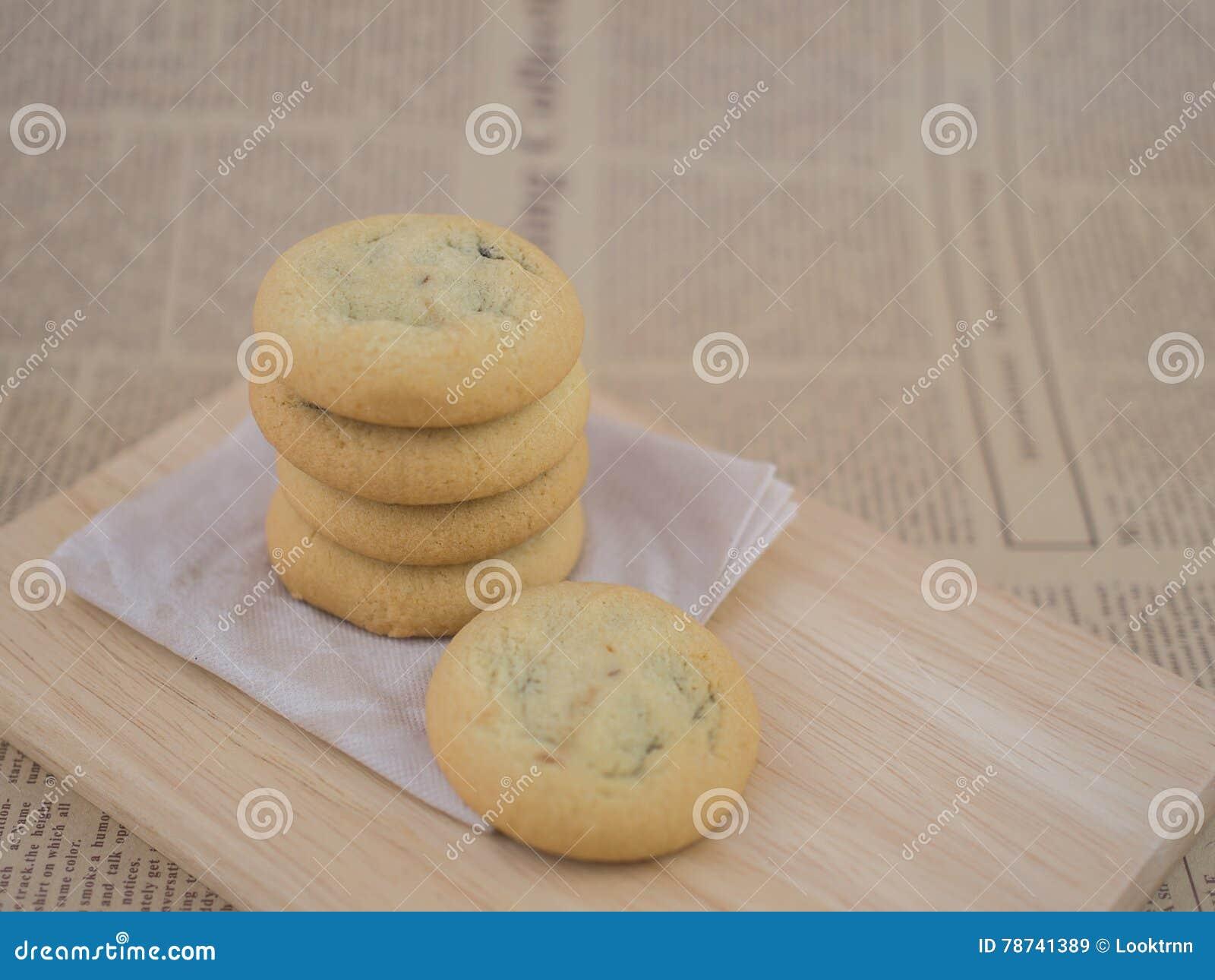 Frites de chocolat et biscuits de raisin sec mous et caoutchouteux