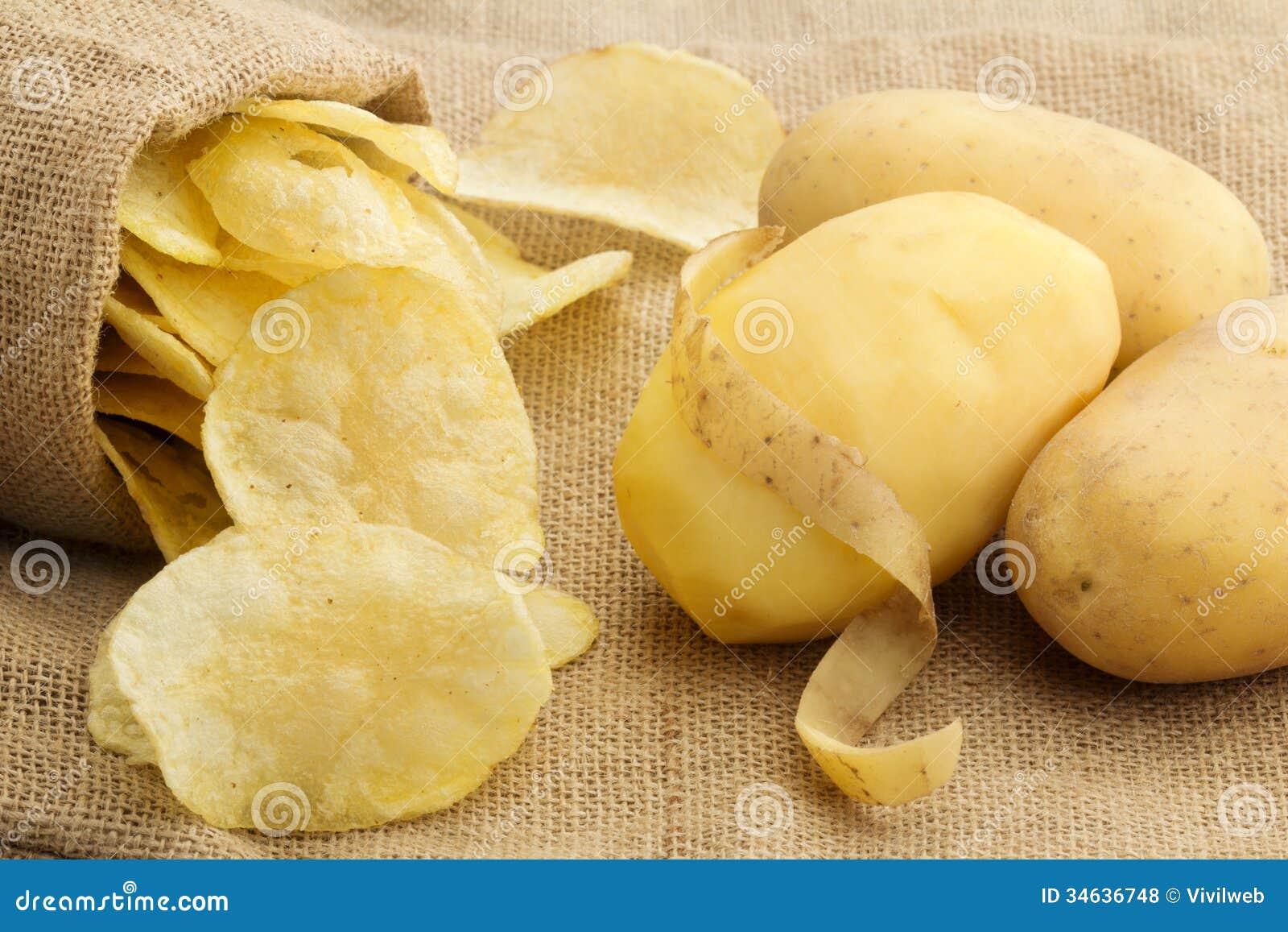 Frites et pomme de terre épluchée