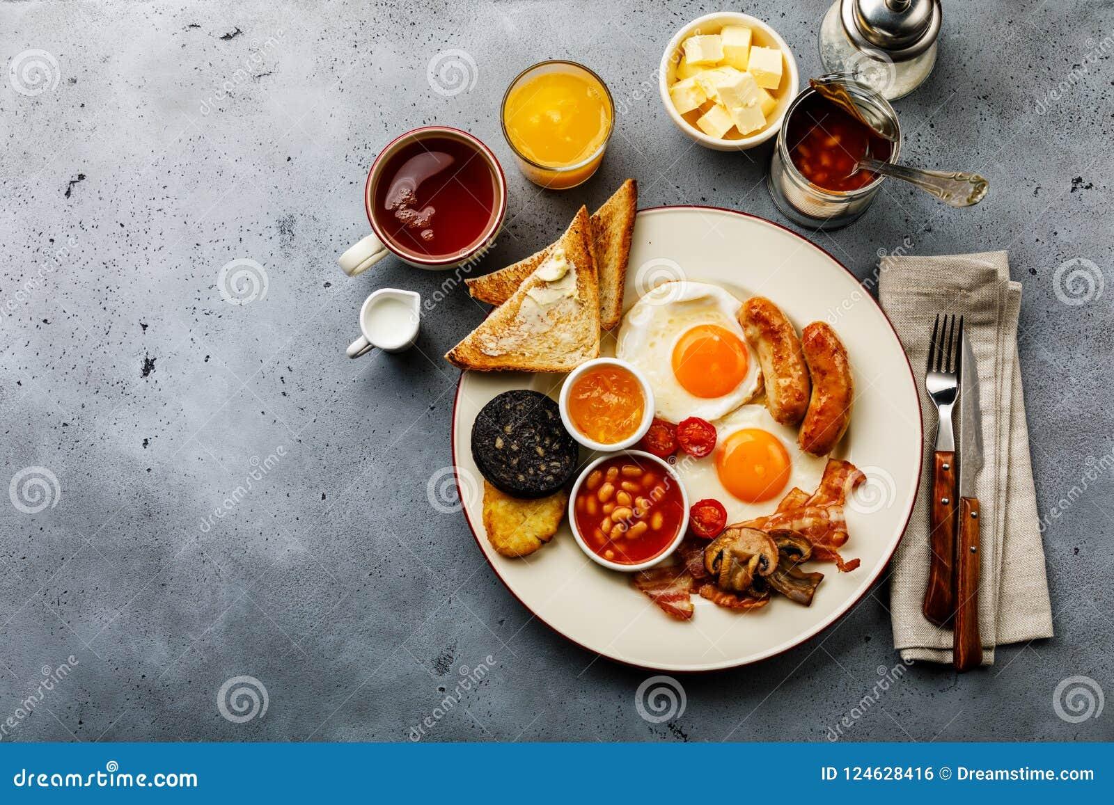 Frittura piena sulla prima colazione inglese con le uova fritte, salsiccie, bacon