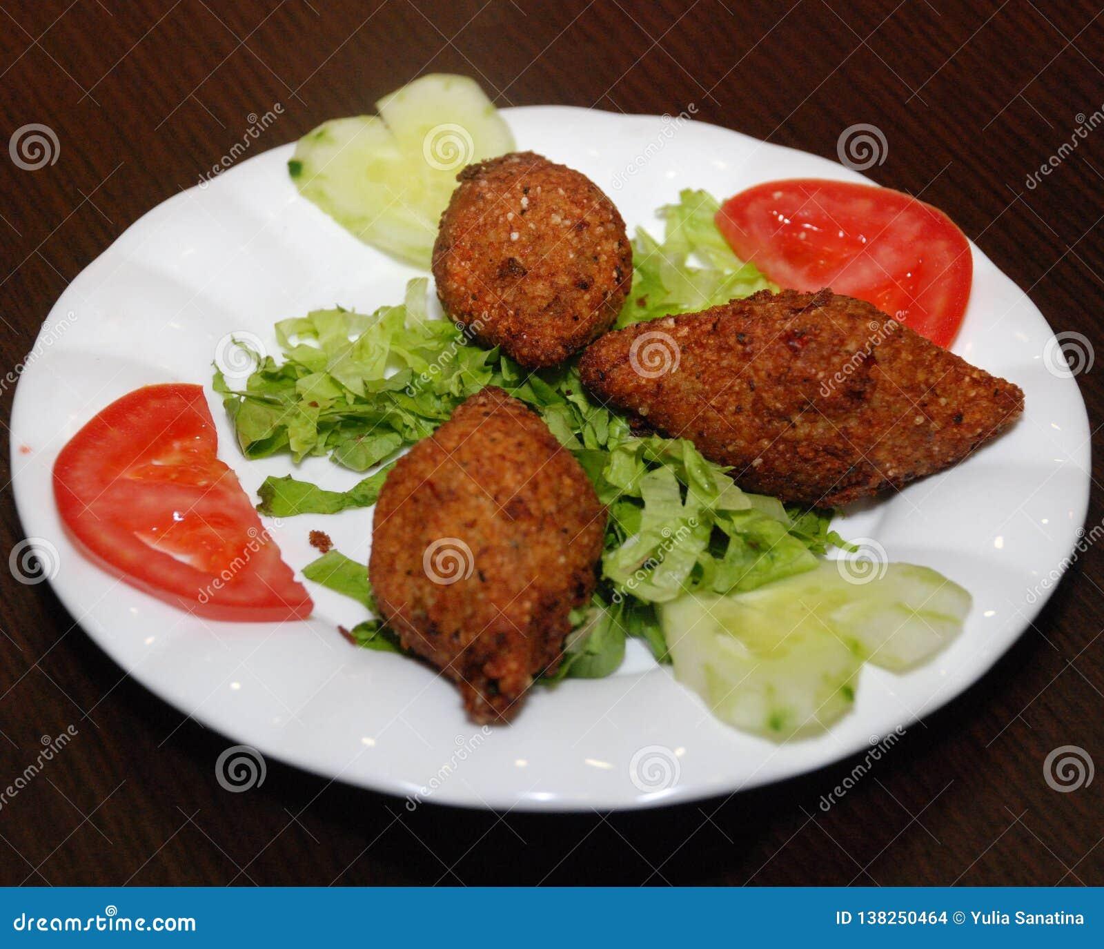 Image De Plat De Cuisine fritures moyennes de kubba de plat de cuisine de pâques