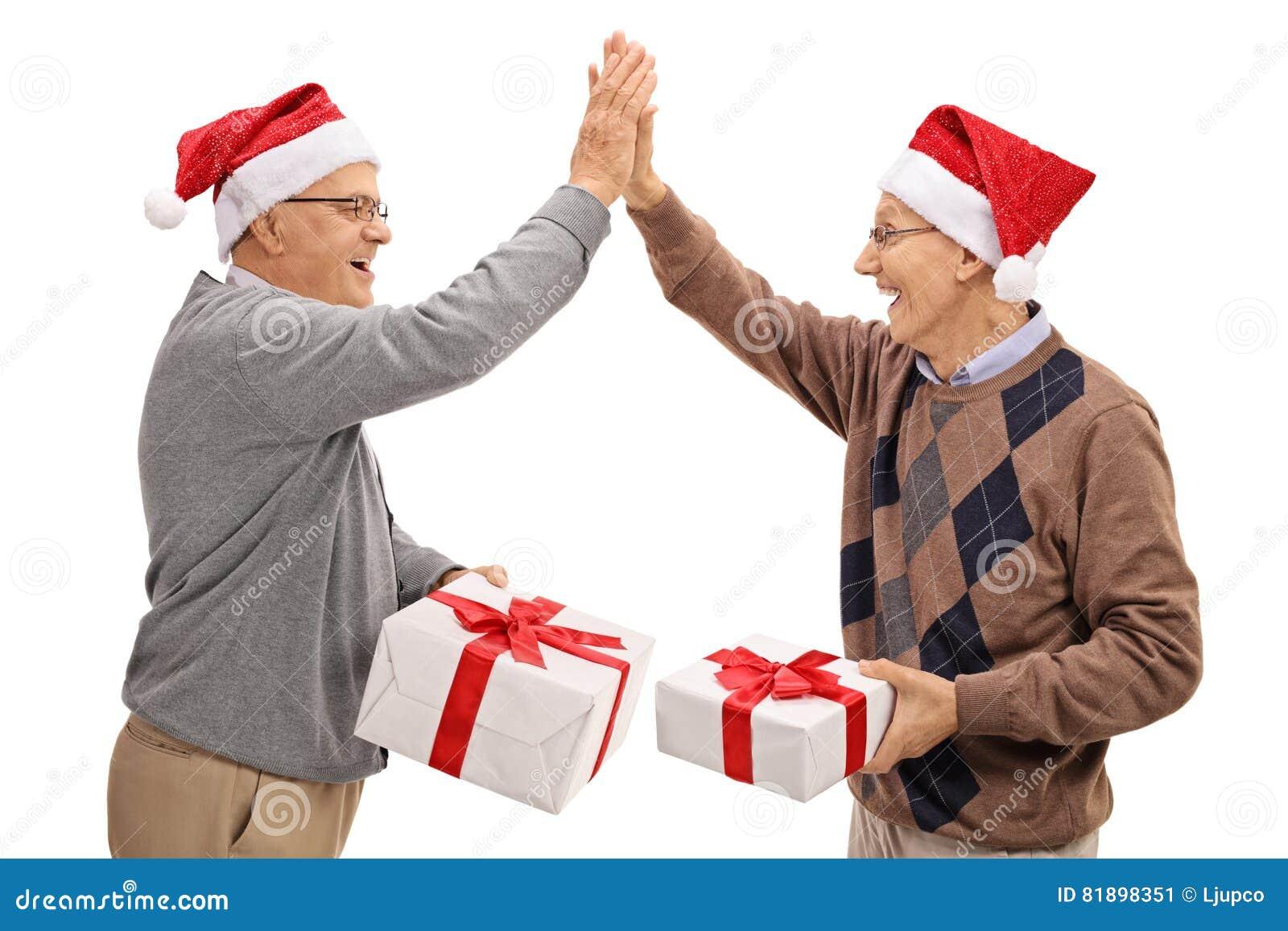 Frohe Senioren, Die Weihnachtsgeschenke Austauschen Und Hoch, Das ...